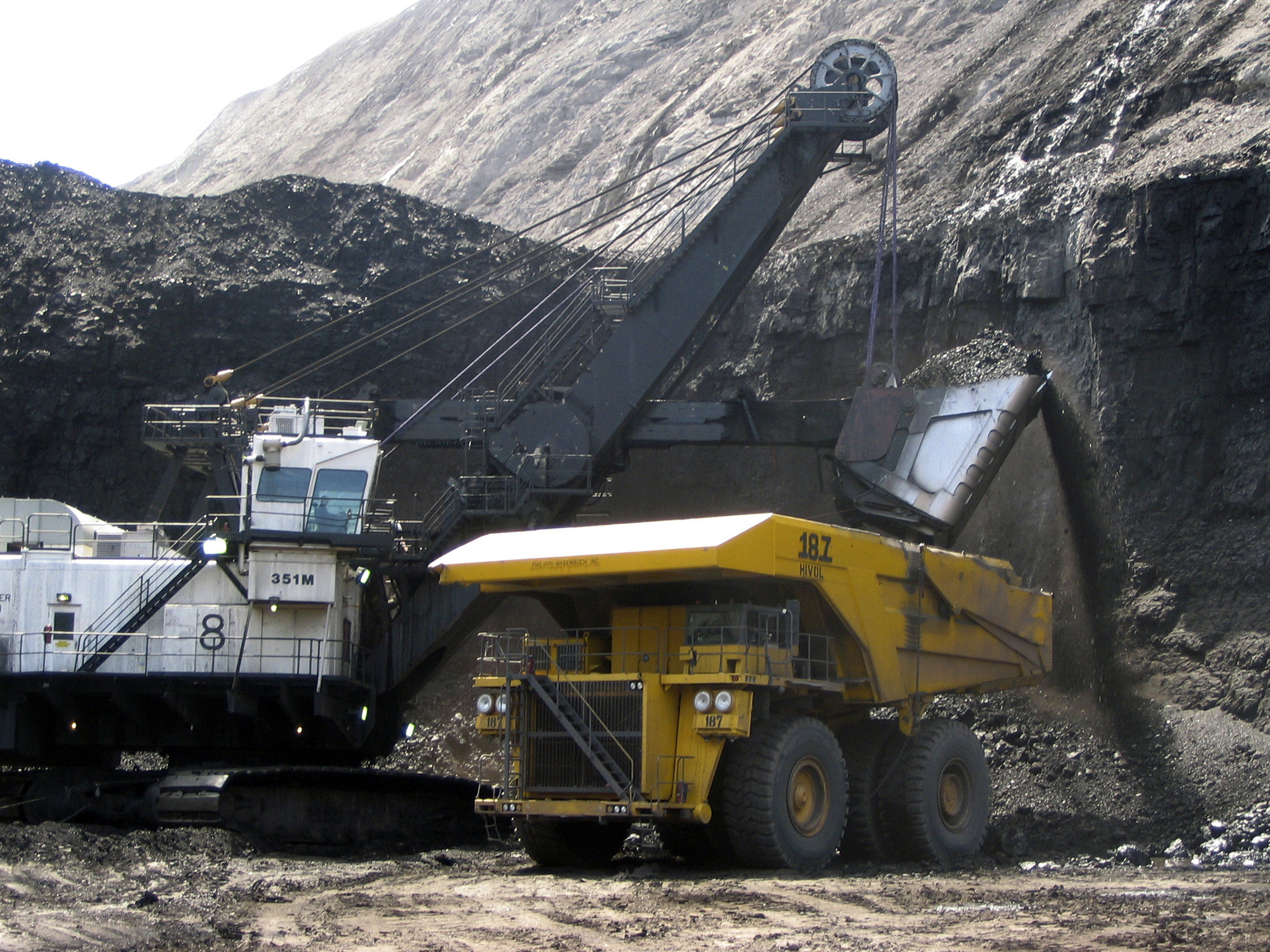<p>In thisfile photo, a shovel preparesto dump a load of coal into a 320-ton truck at the Black Thunder Mine in Wright, Wyo. Black thunder Mine is owned by Arch Coal Co.</p>