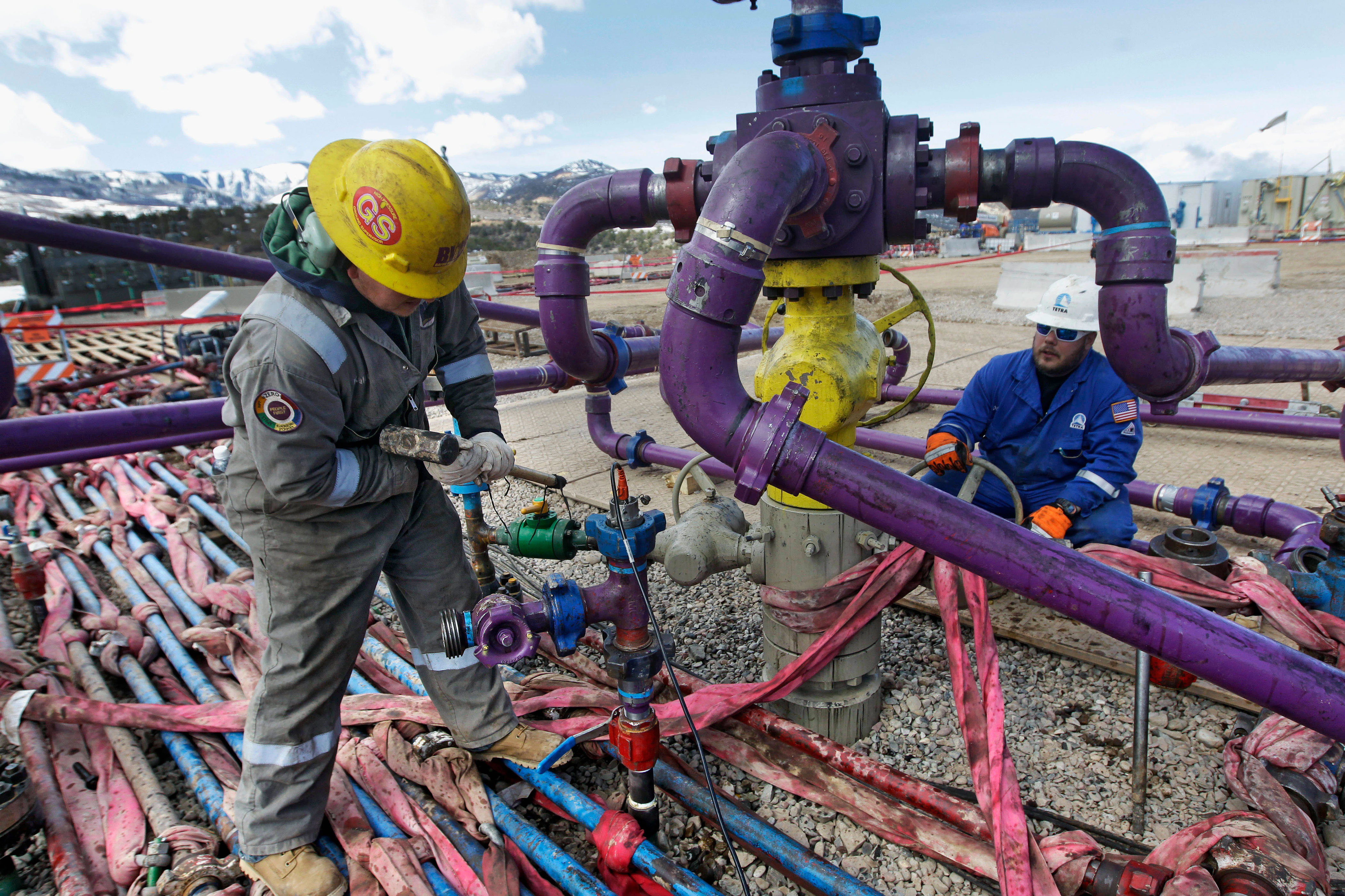 """<p>Workers tend to a well head during a hydraulic fracturing operation outside Rifle, in western Colorado,<span style=""""color: rgb(64, 69, 64);"""">March 29, 2013.</span></p>"""