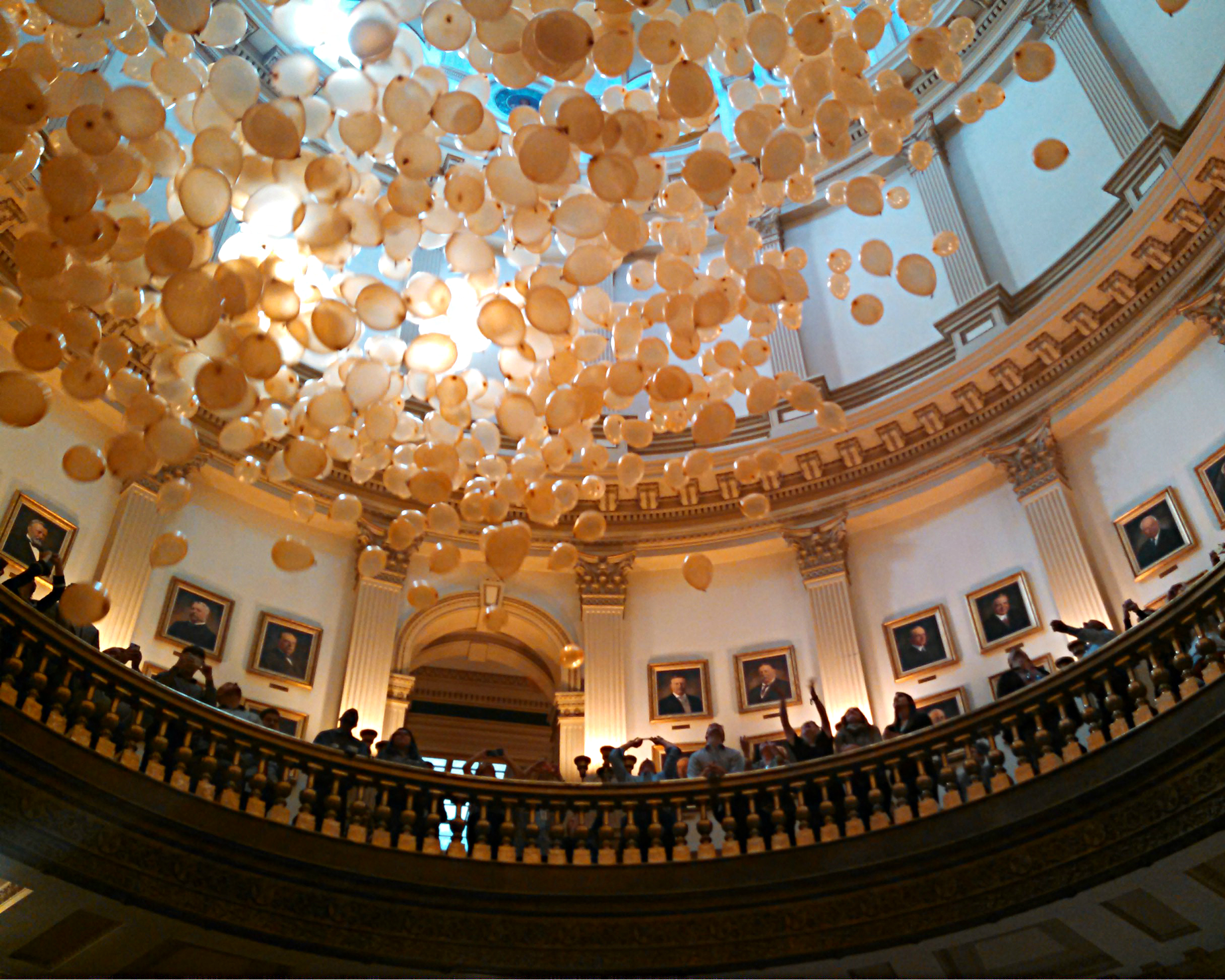 Photo: Capitol dome balloon drop