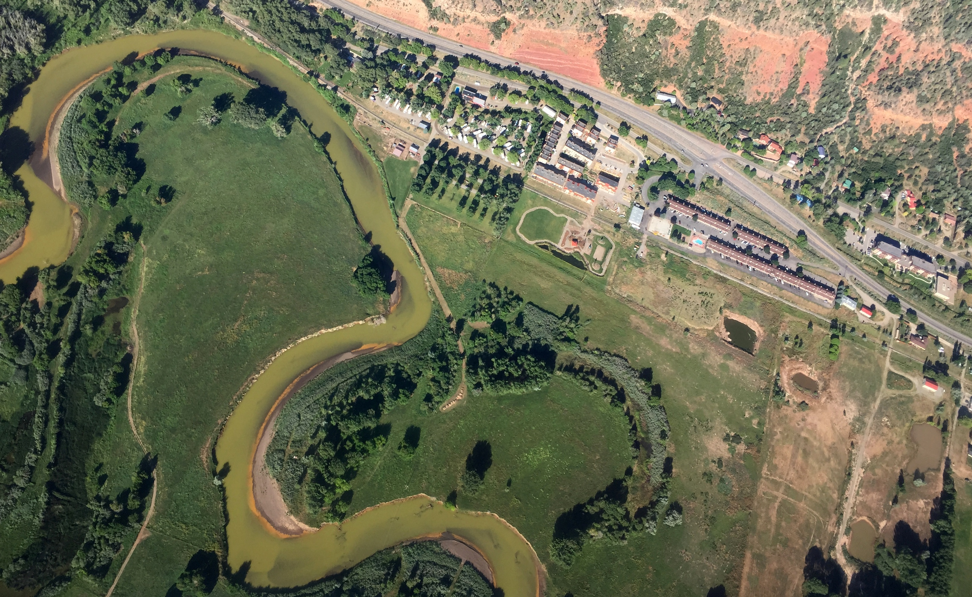 Photo: Gold King Mine Aerial, Animas River (Hood)