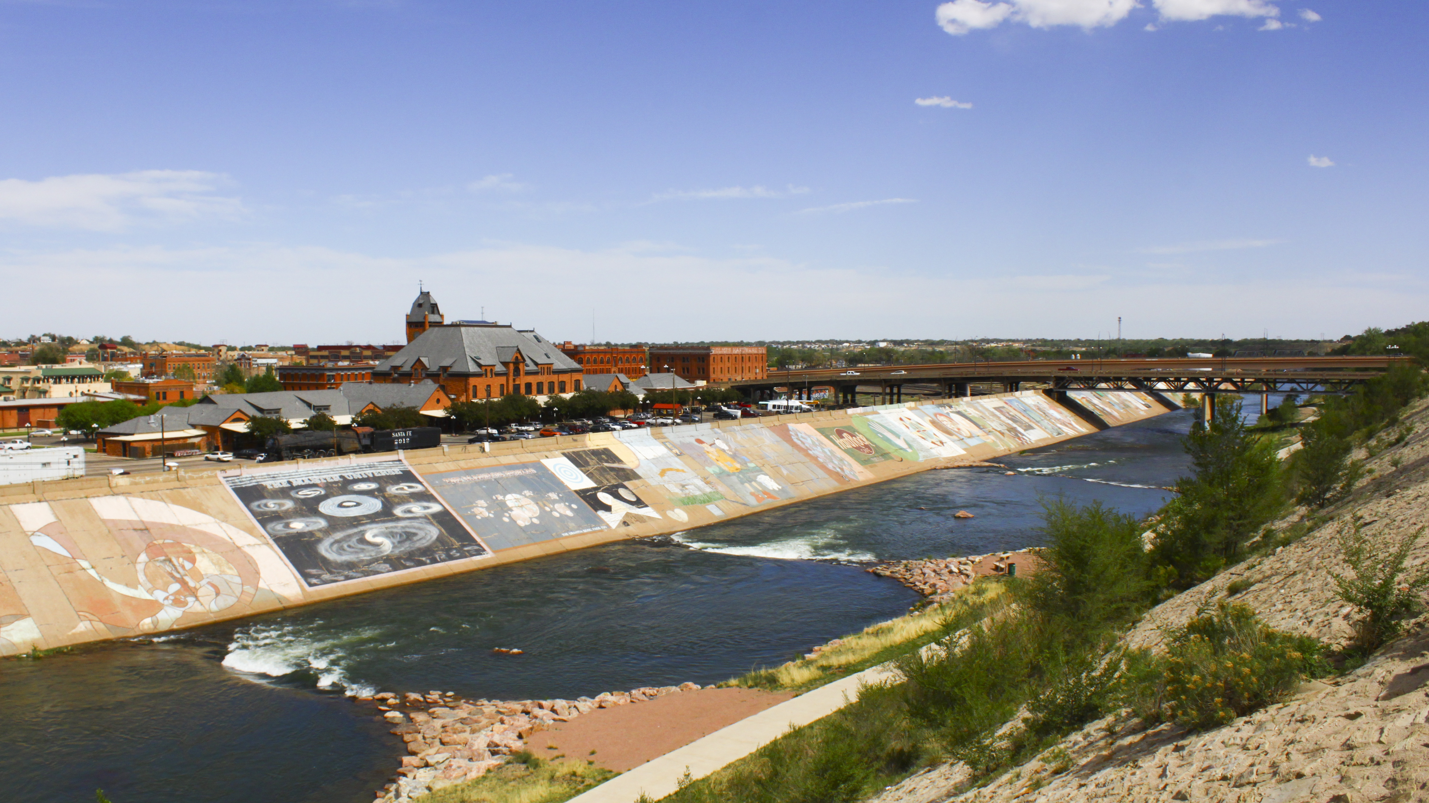 """<p>This nearly 3-mile-long mural on a levee in Pueblois in the Guinness Book of World Records for being the world's largest continuous painting. (Photo: <a href=""""https://www.flickr.com/photos/jvalasimages/14119462816/"""" target=""""_blank"""" rel=""""noopener noreferrer"""">Courtesy Justin Valas </a>/ <a href=""""https://creativecommons.org/licenses/by-nc-nd/2.0/"""" target=""""_blank"""" rel=""""noopener noreferrer"""">via Creative Commons</a>)</p>"""