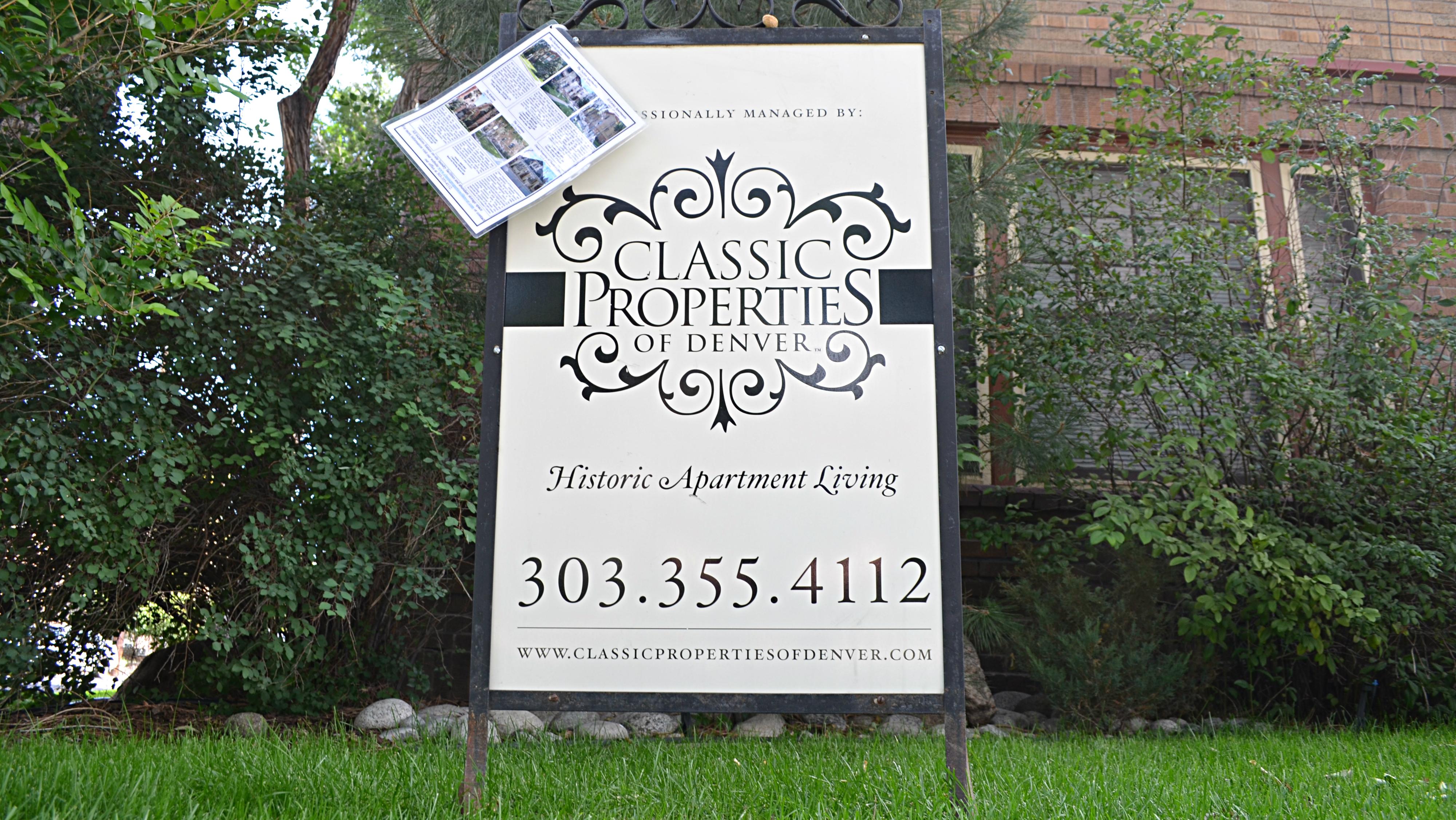 Photo: Apartment rental sign