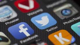 Photo: Twitter Facebook logos