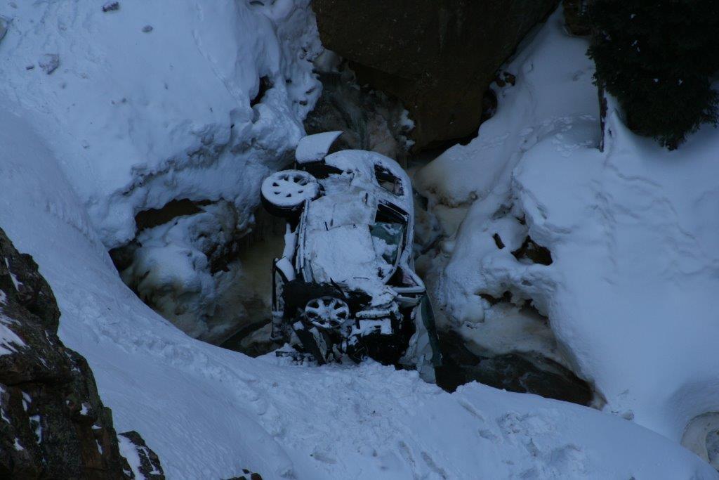 Photo: Red Mountain Pass wreck, Jin Jiang