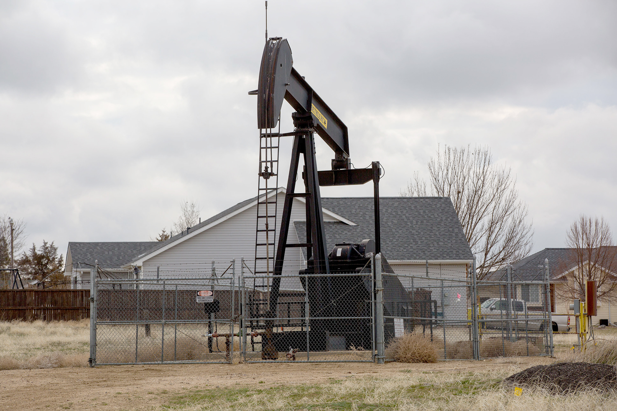 Photo: Weld County Oil And Gas Near Homes 2 HV