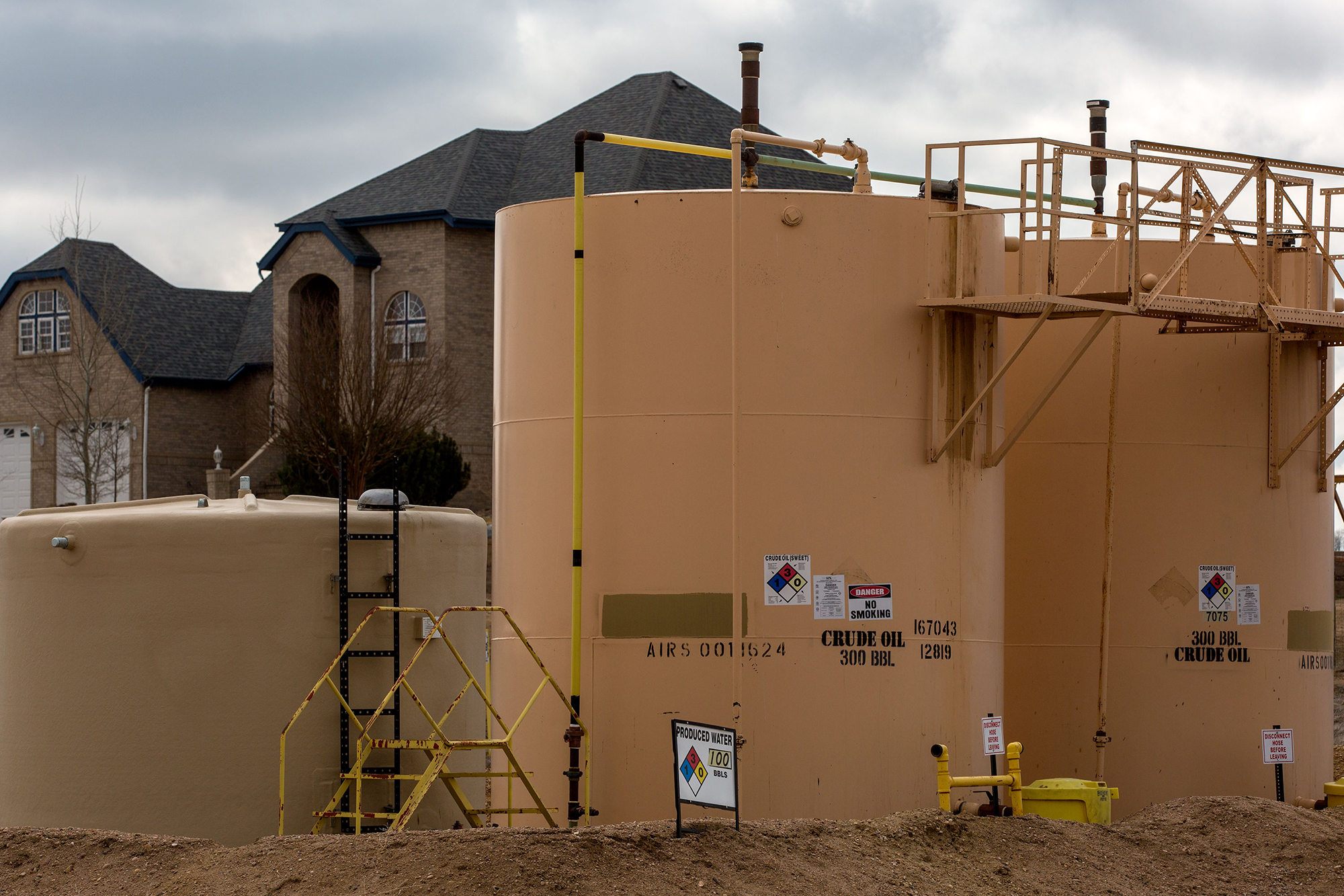 Photo: Weld County Oil And Gas Near Homes 10 HV