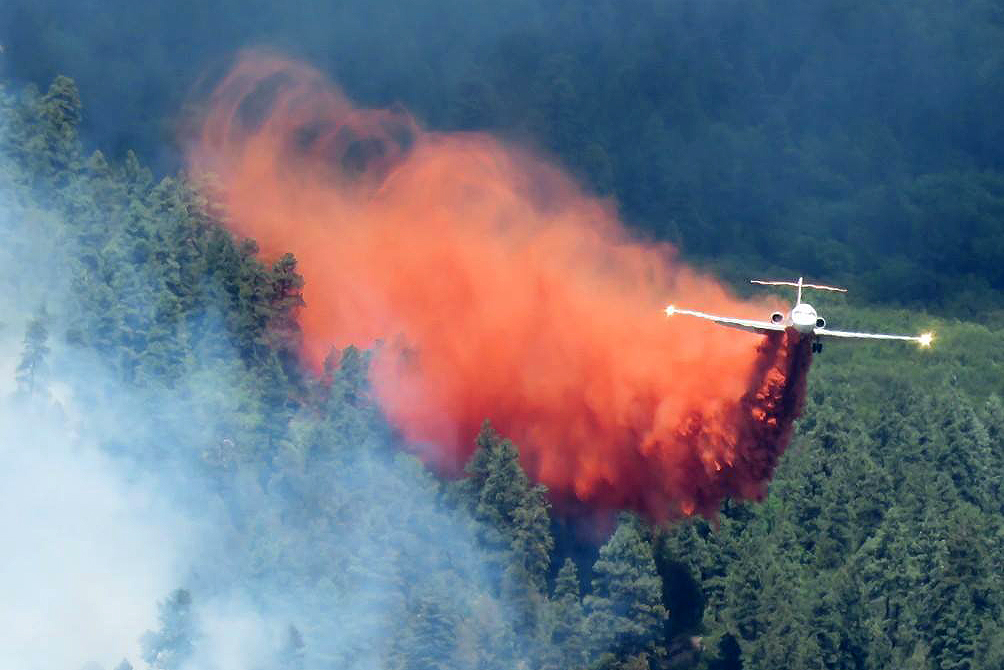 Photo: 416 Fire June 6 | Dropping Retardant Slurry Bomber