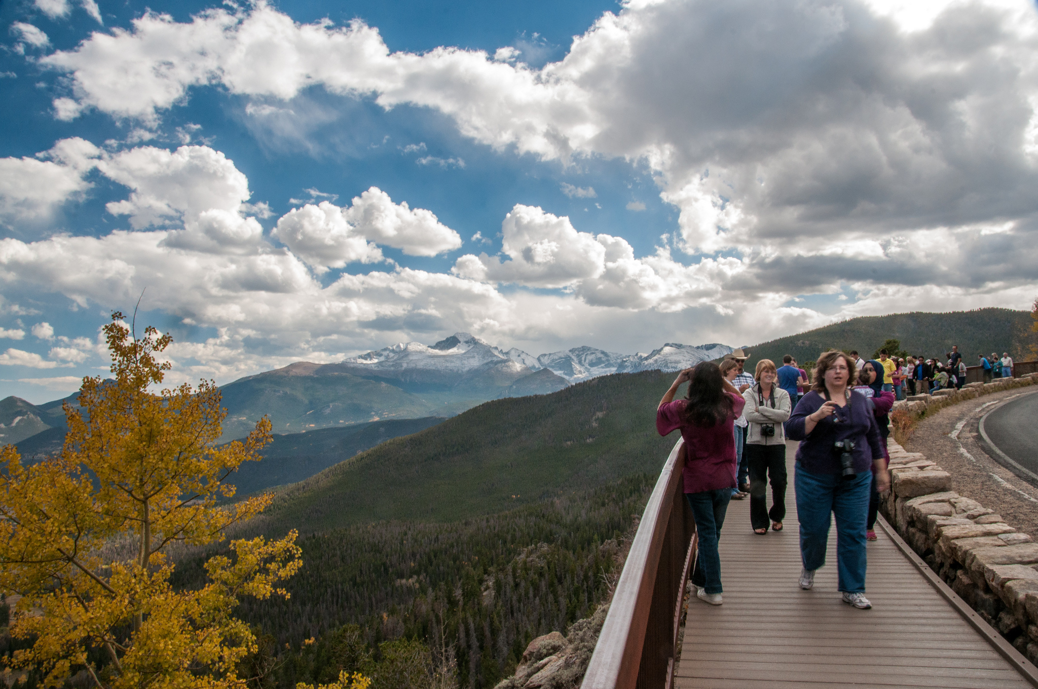 Photo: Crowds in Rocky Mountain National Park