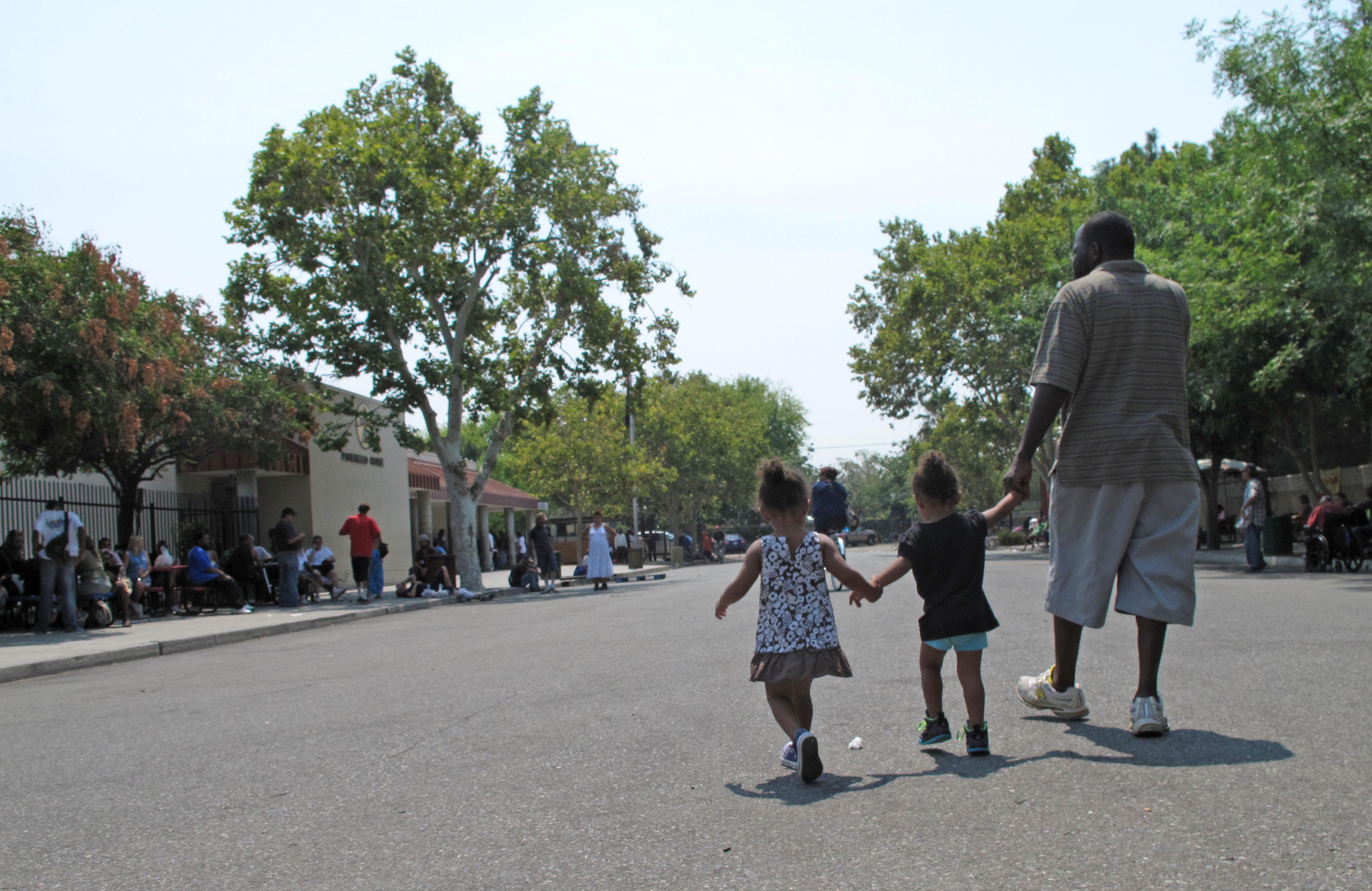 Photo: Man, children outside homeless shelter (AP Photo)