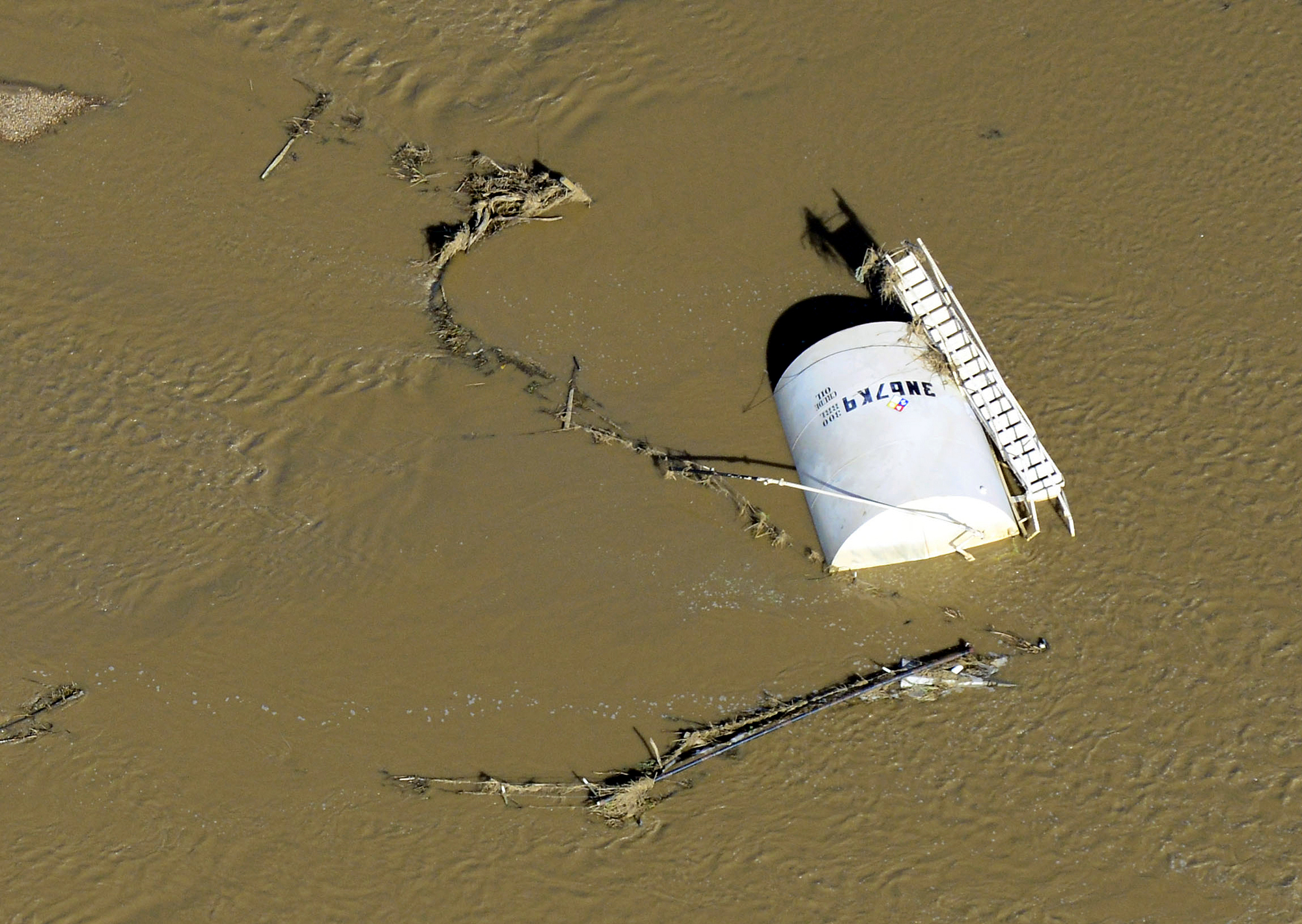 Photo: Crude oil spill in flood (AP Photo)
