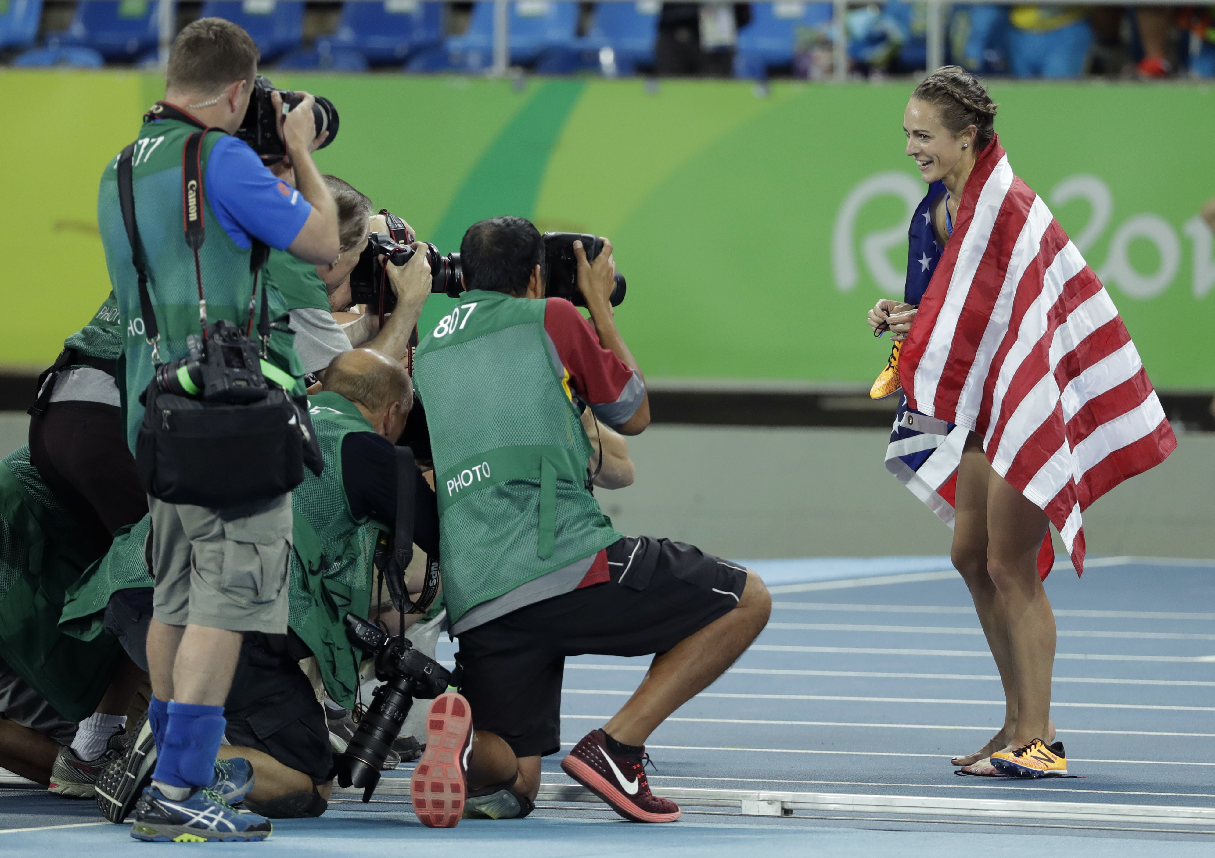 Photo: Jennifer Simpson poses for photographers after winning bronze in the women's 1500-meter final at the 2016 Summer Olympics in Rio de Janeiro (AP)