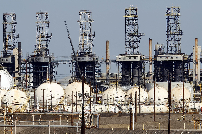 Photo: Oil Refinery (AP)