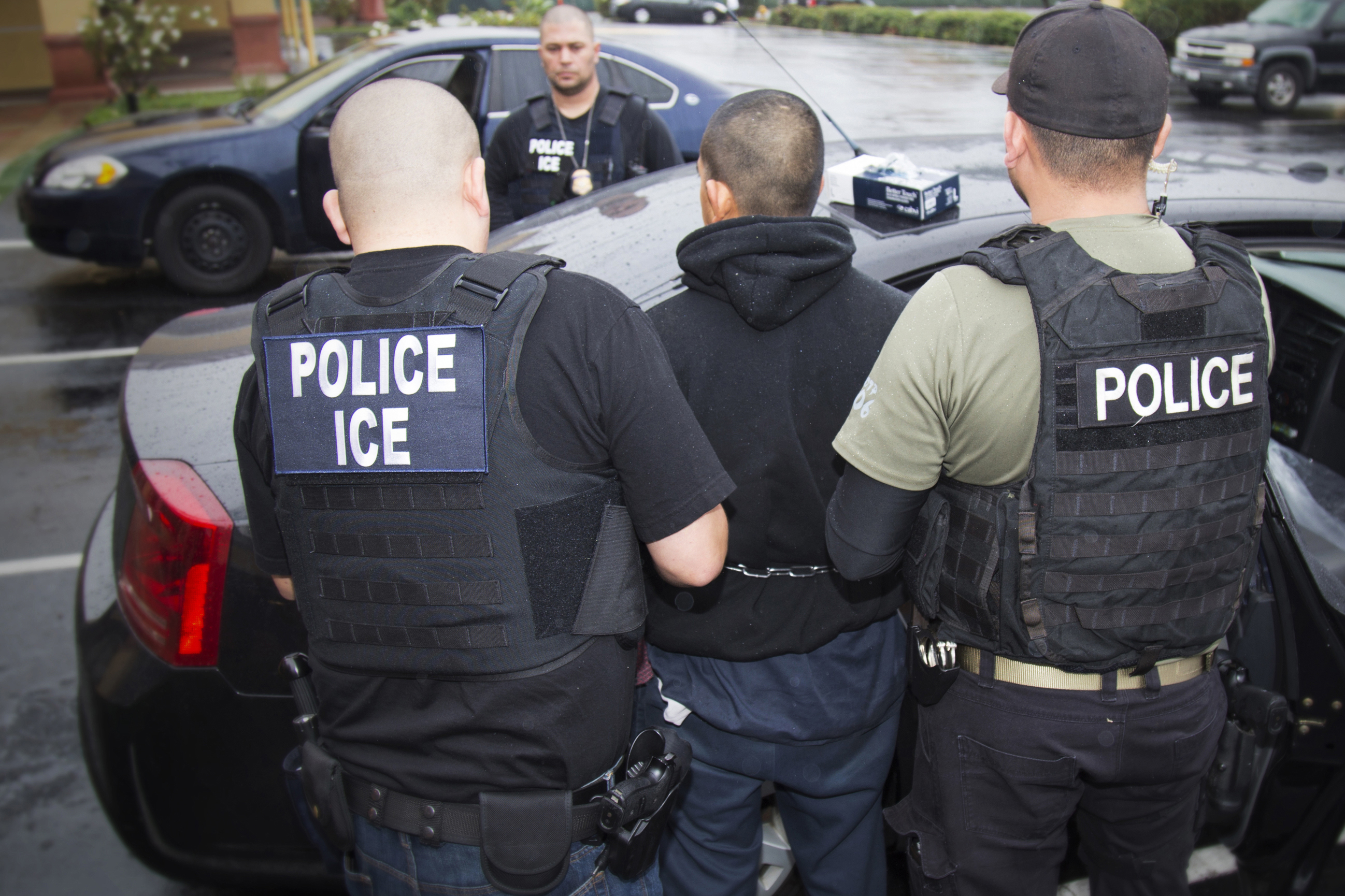 Photo: ICE Immigration Arrest AP