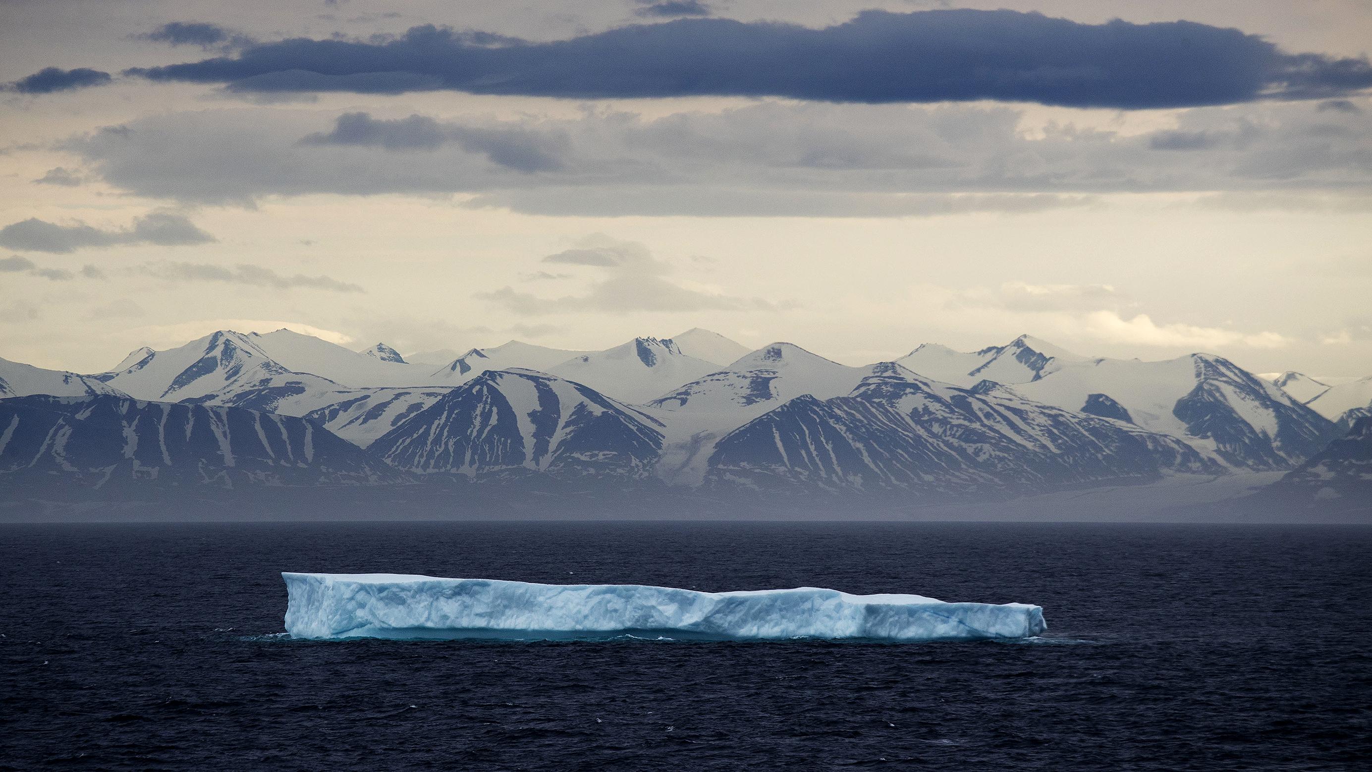 Photo: Iceberg. Climate Change, Global Warming