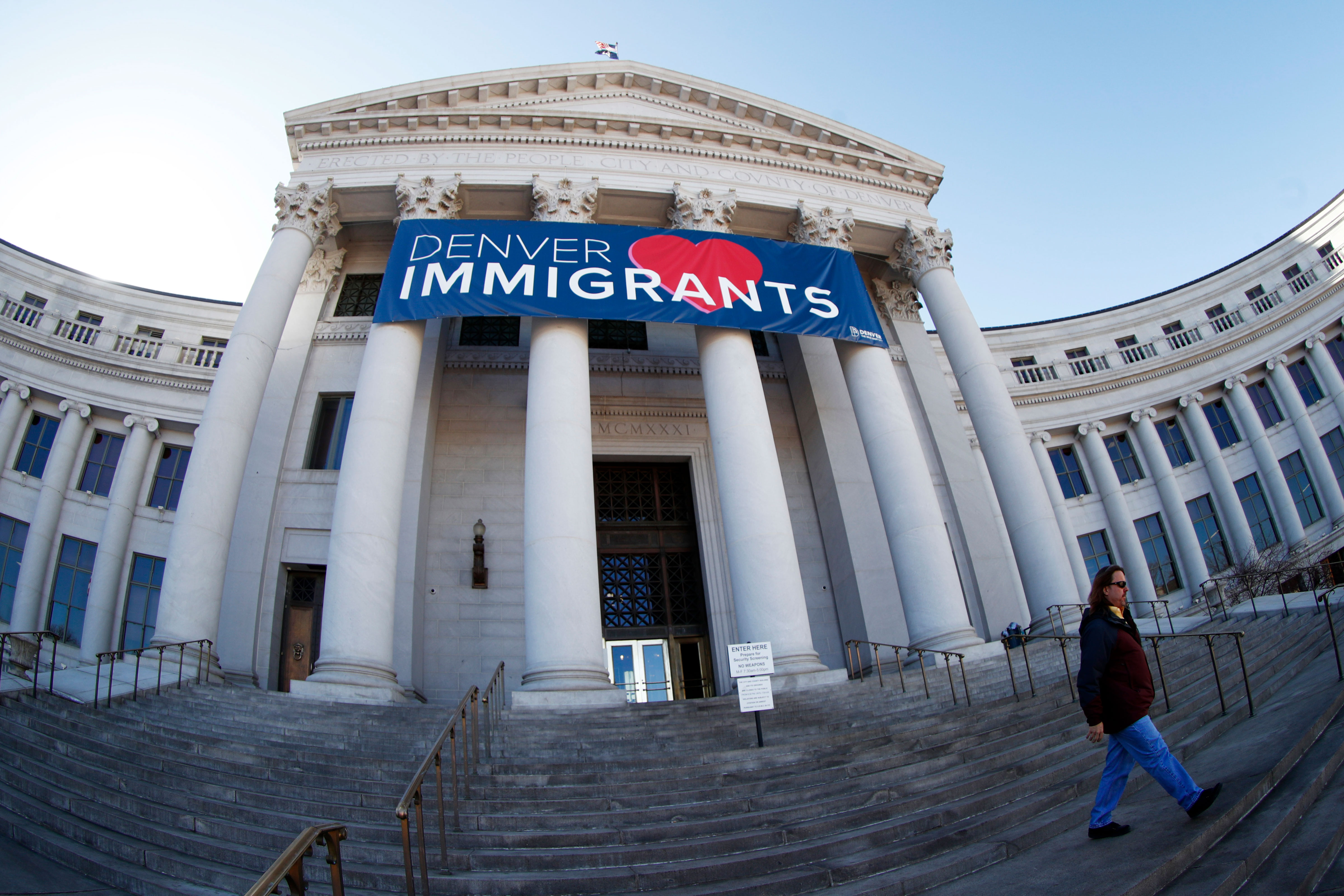 Photo: White House Sanctuary Cities | Denver Immigrants Banner - AP