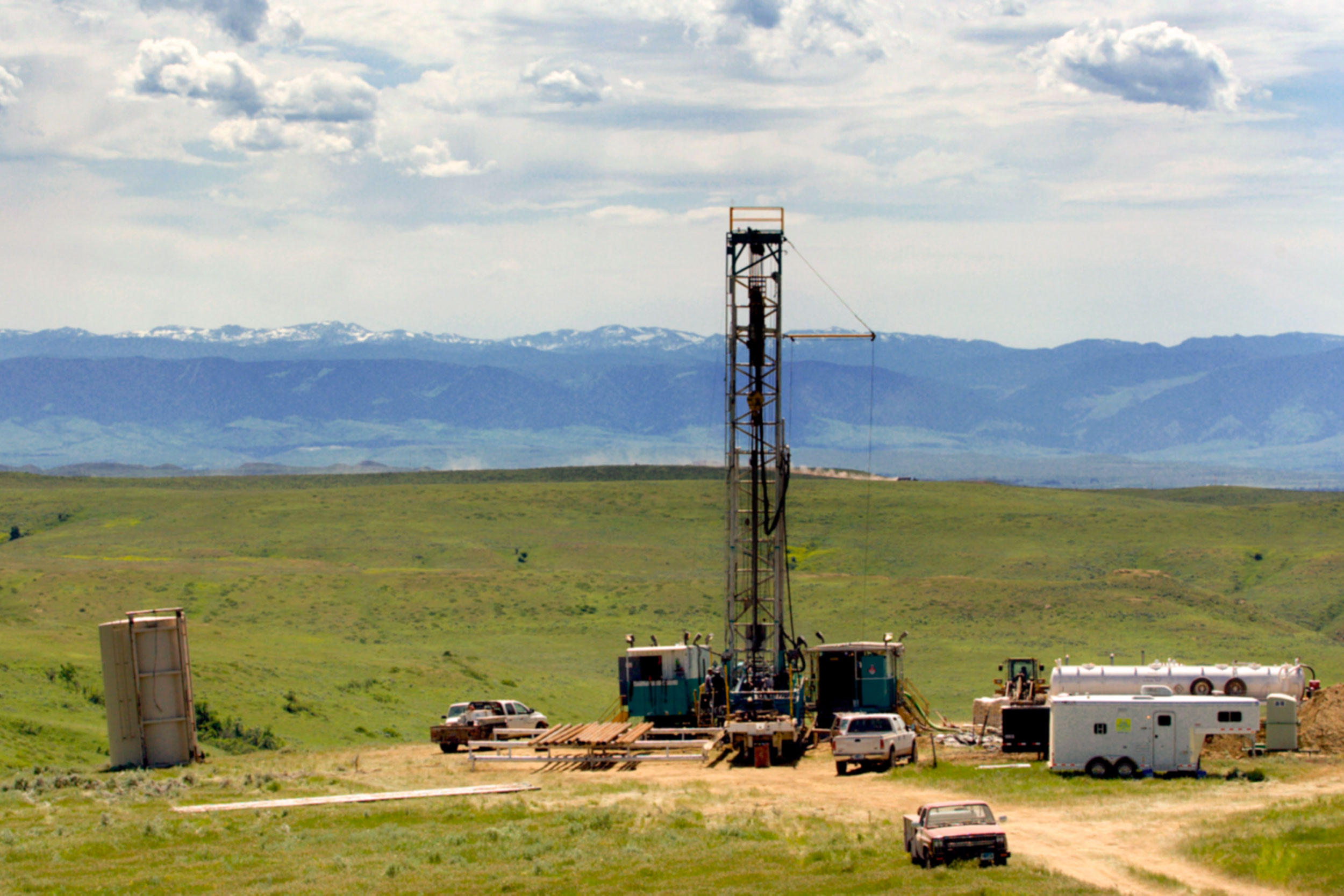 Photo: Sage Grouse Energy Leases | Wyarno, Wyo Drill Rig - AP