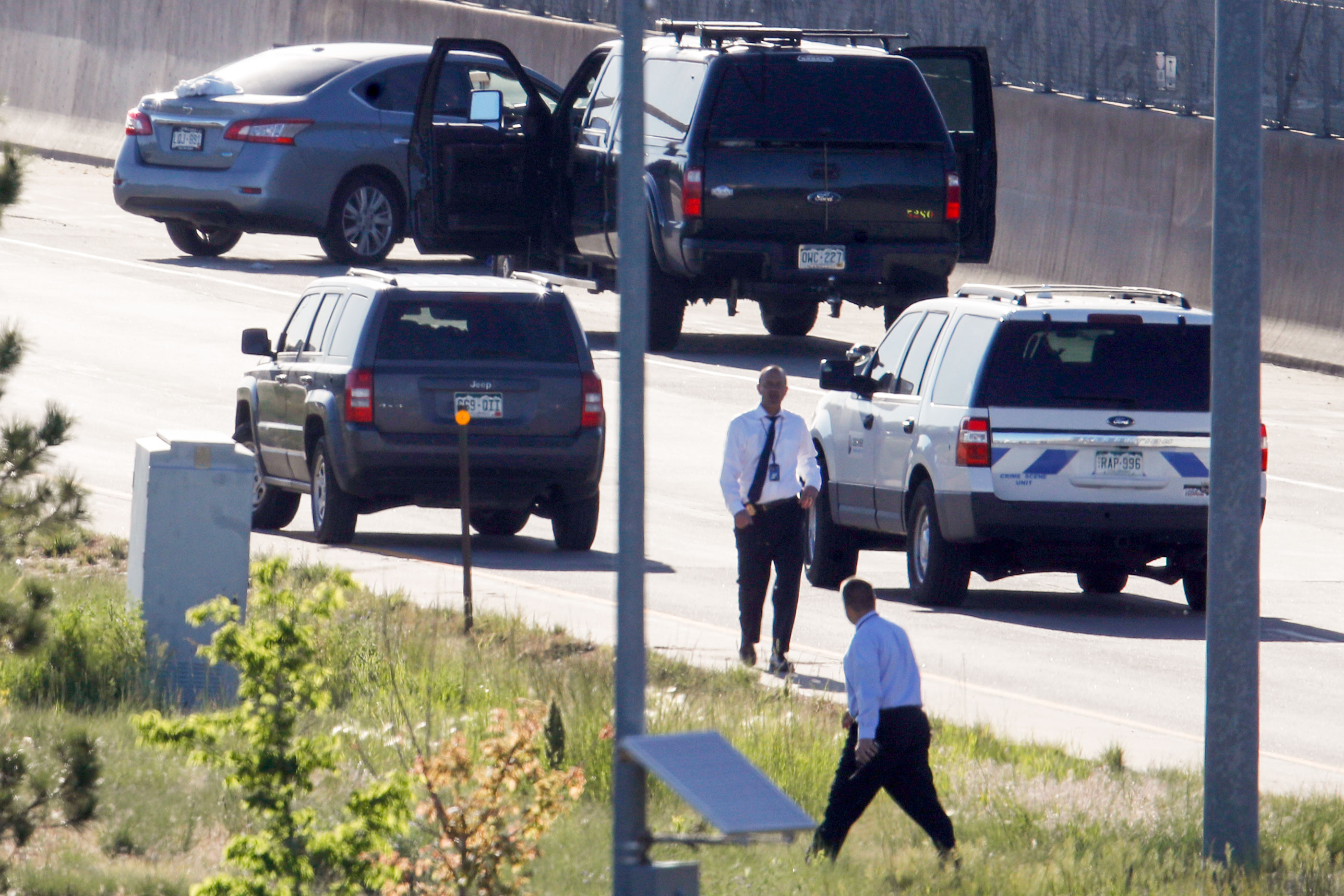 Photo: Uber Driver Shooting Denver | Detectives Work I-25 - AP