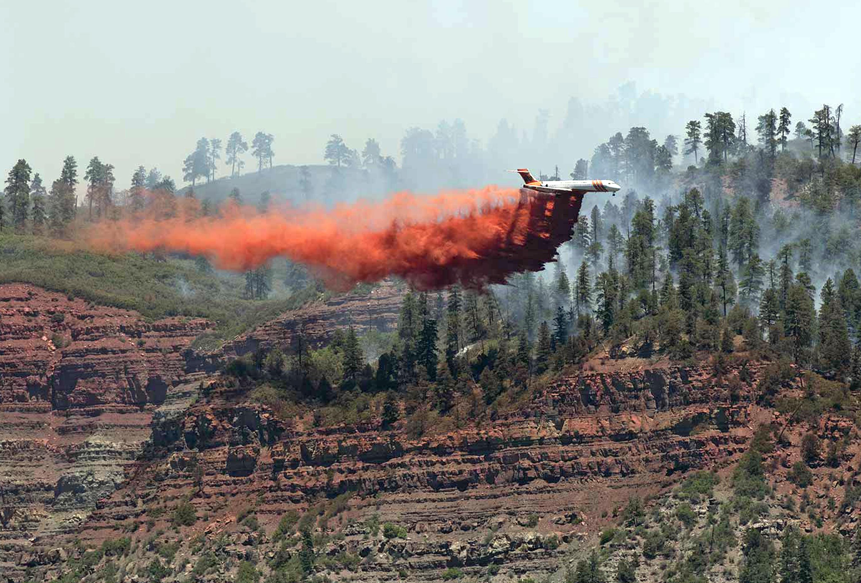 Photo: 416 fire retardant drop