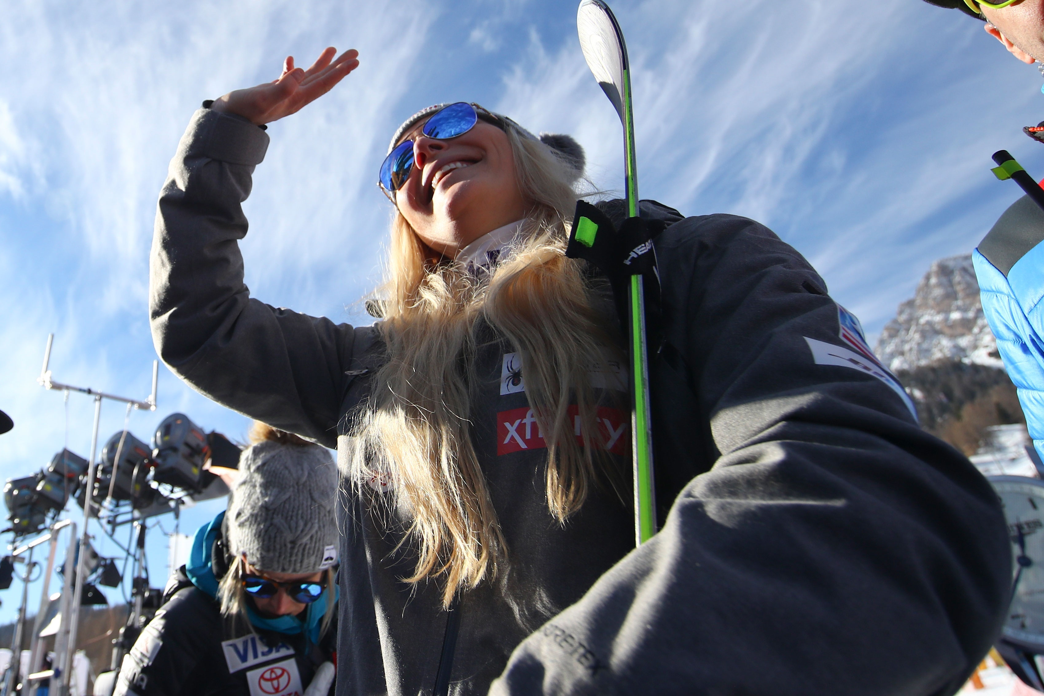 Photo: Italy Alpine Skiing World Cup | Lindsey Vonn Waves - AP