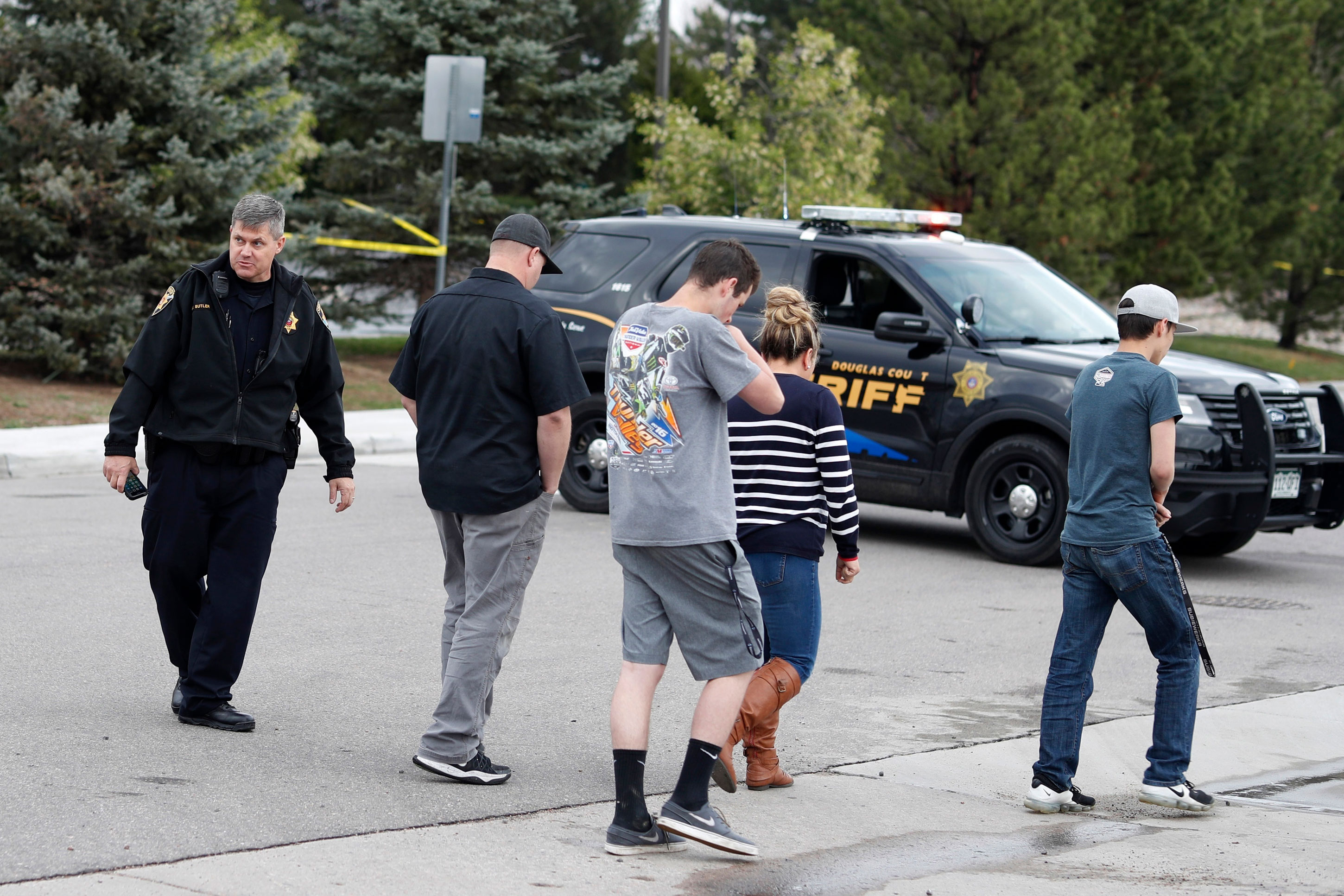 Photo: STEM Shooting 14 | STEM School, Kids And Deputy - AP