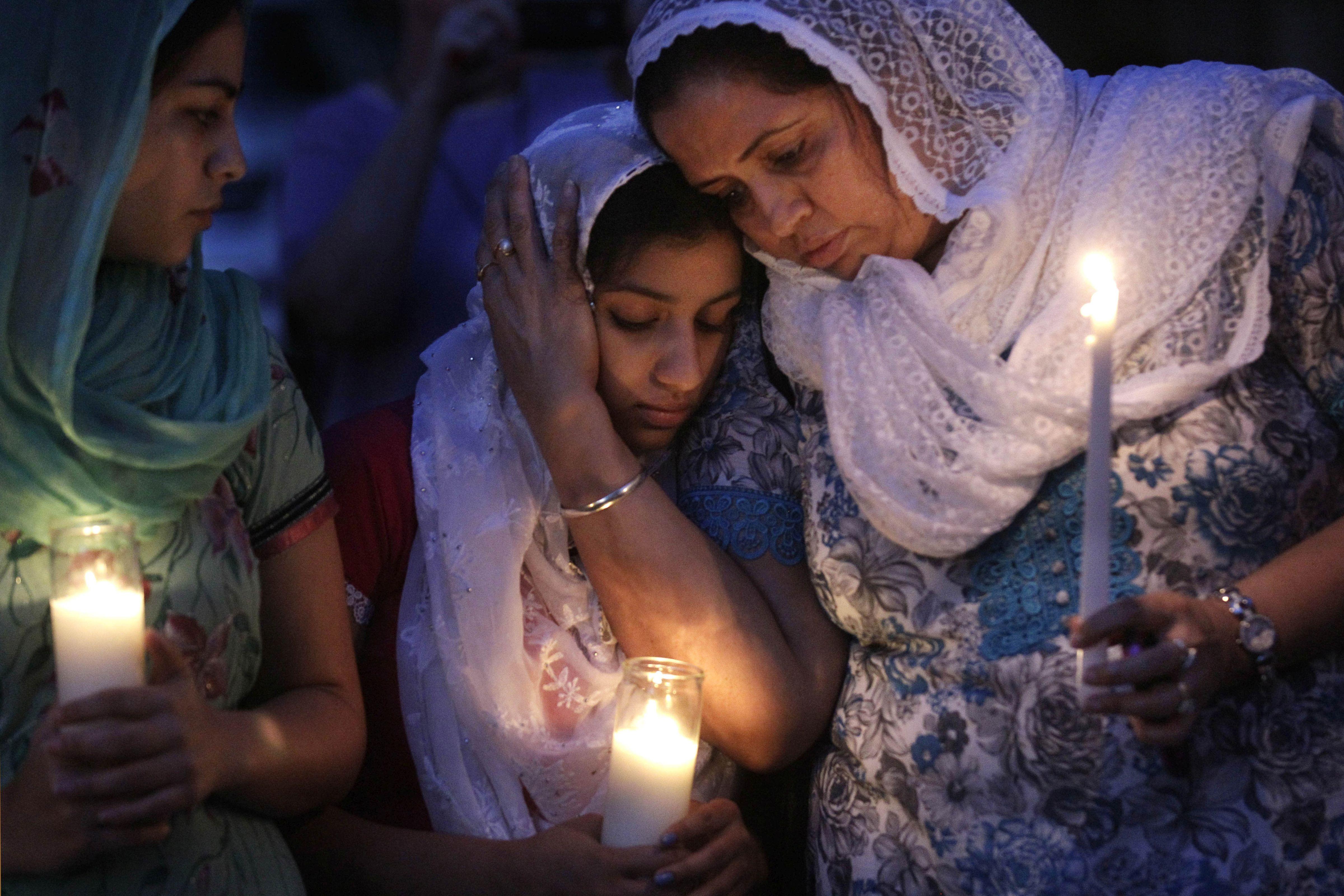 Photo: 2012 Sikh Temple Shooting | Prayer Vigil - AP