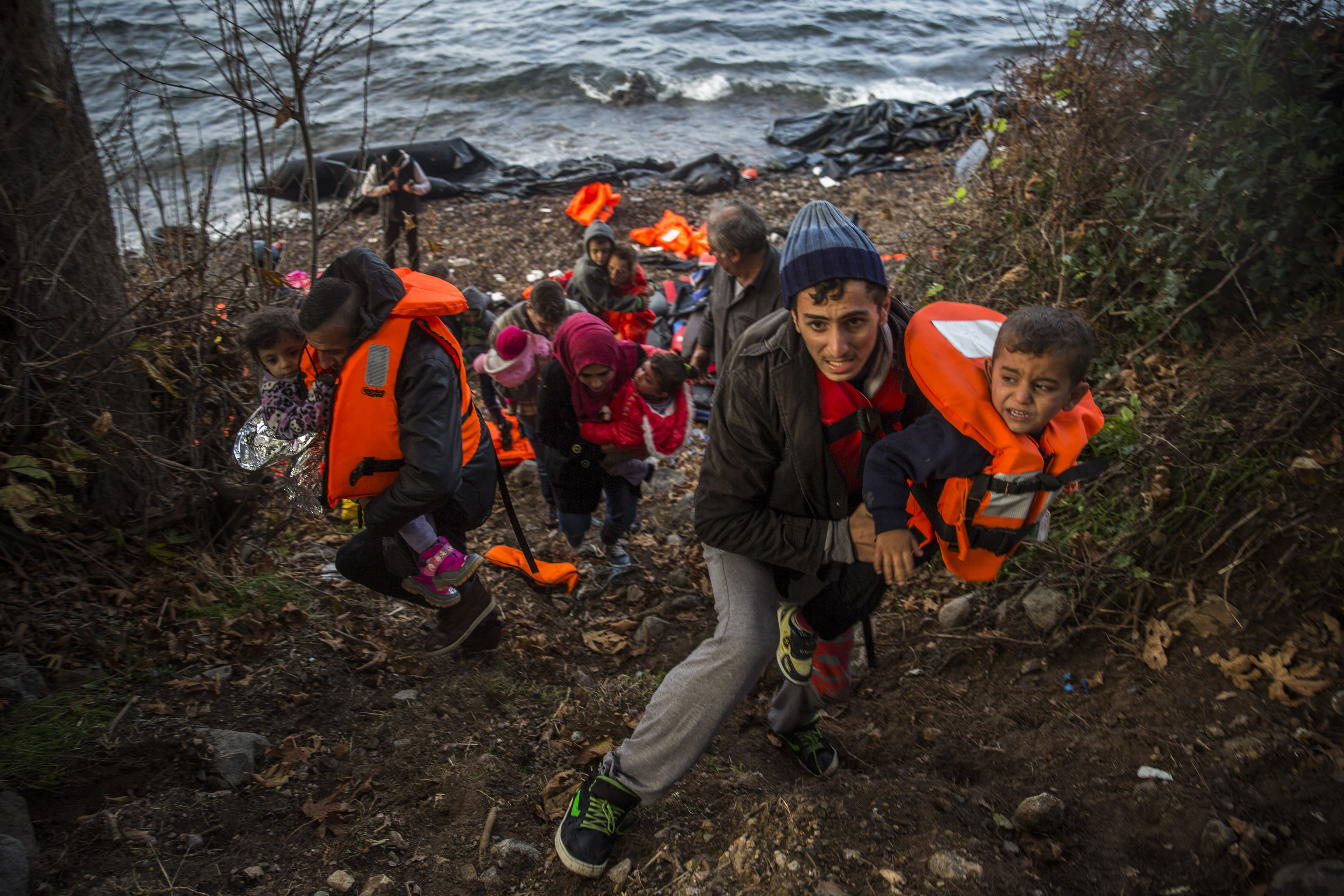 Photo: Syrian refugee family comes ashore