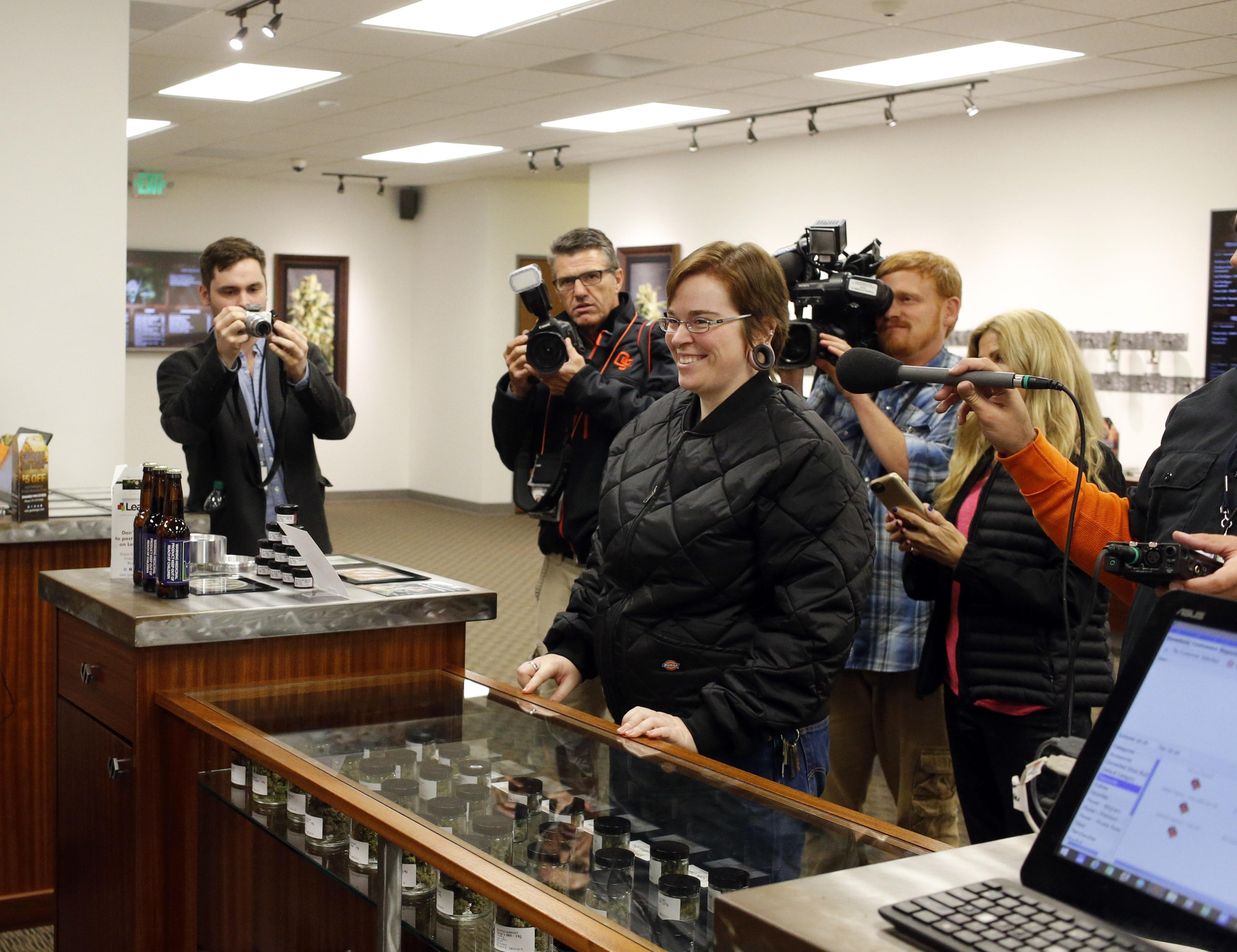 Photo: Marijuana sales in Oregon (AP Photo)