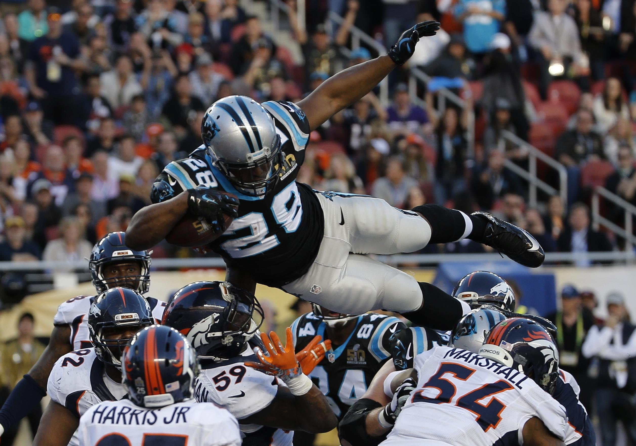 Photo: Carolina Panthers' Jonathan Stewart scores a touchdown, Super Bowl 50 (AP3)