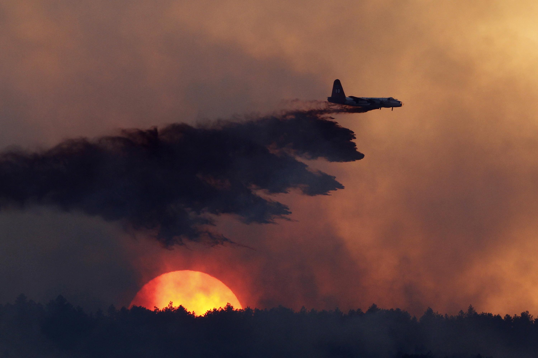 Photo: Colorado Wildfire Slurry Bomber Loveland (AP File)
