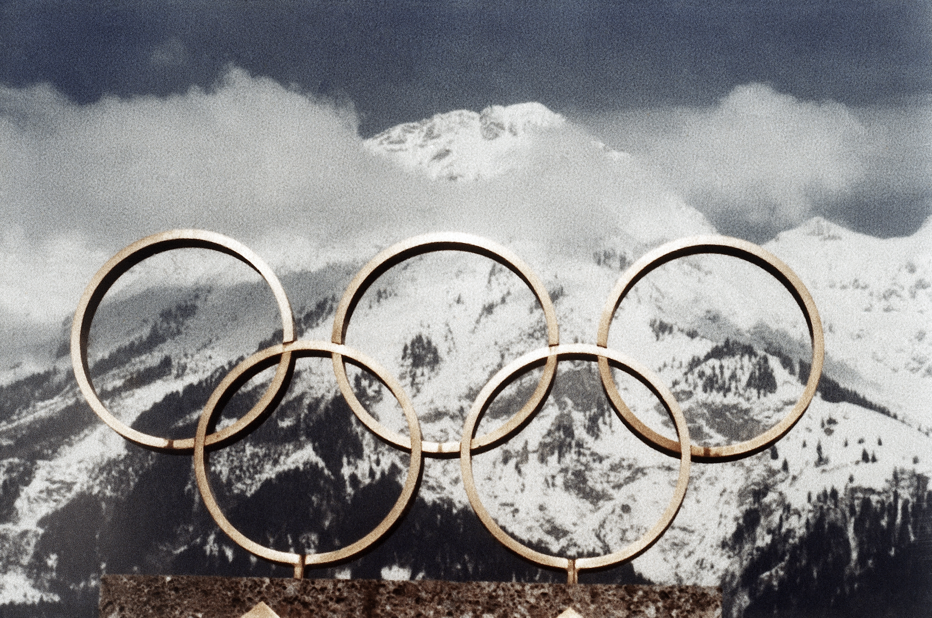 Photo: Innsbruck, Aistria, Ilympic Rings And Mountains 1976 (AP)