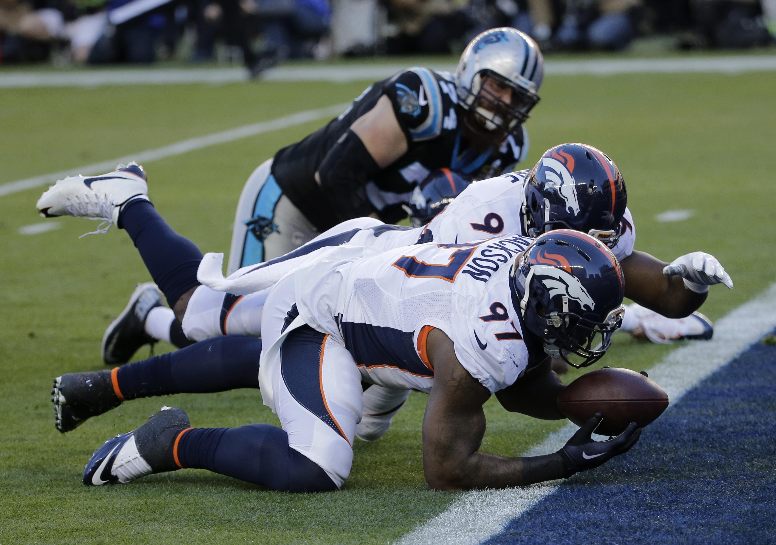 Photo: Denver Broncos' Malik Jackson recovers a fumble, Super Bowl 50 (AP2)
