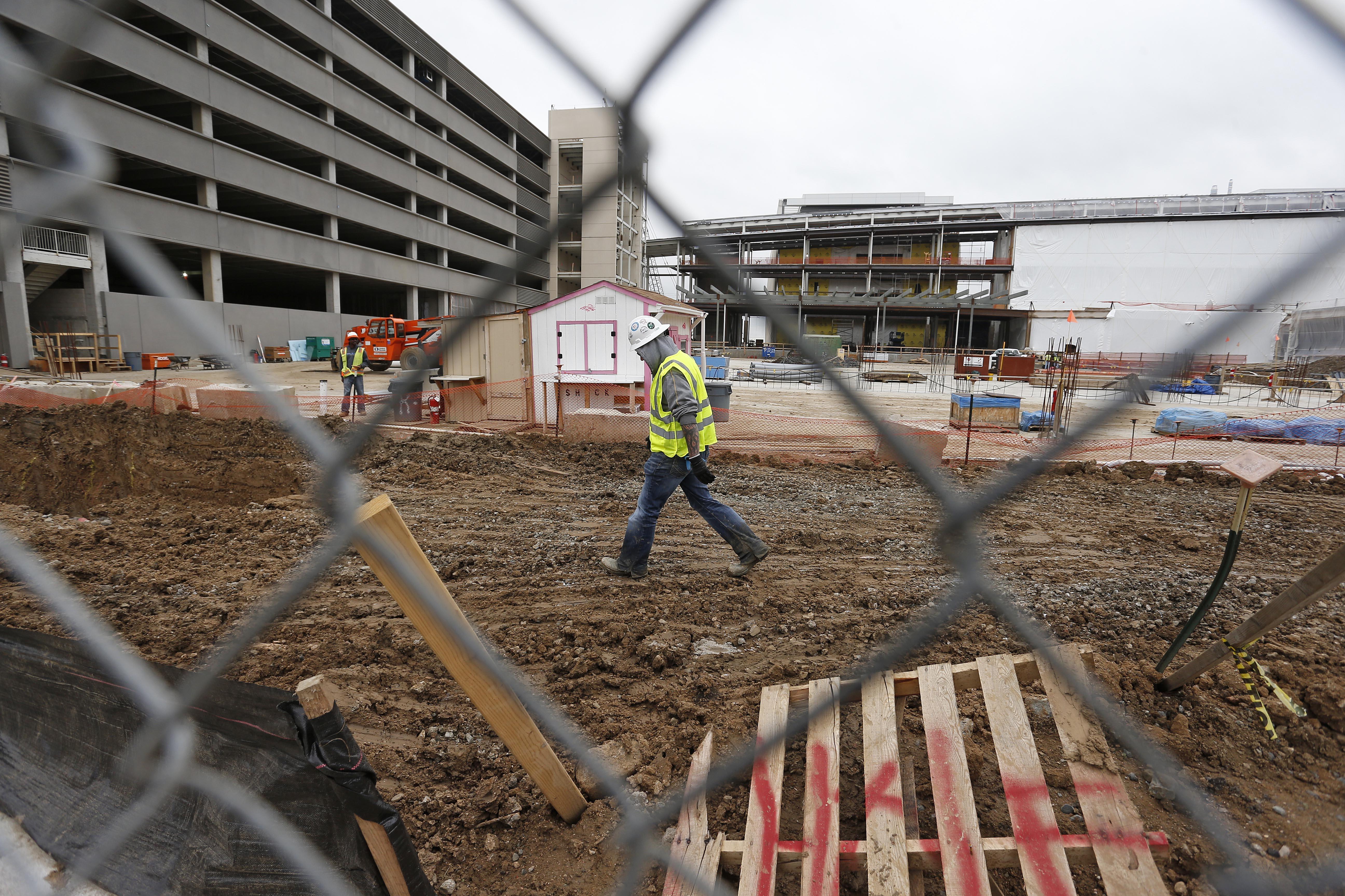 Photo: Aurora VA Hospital Construction May 2015 (AP Photo)