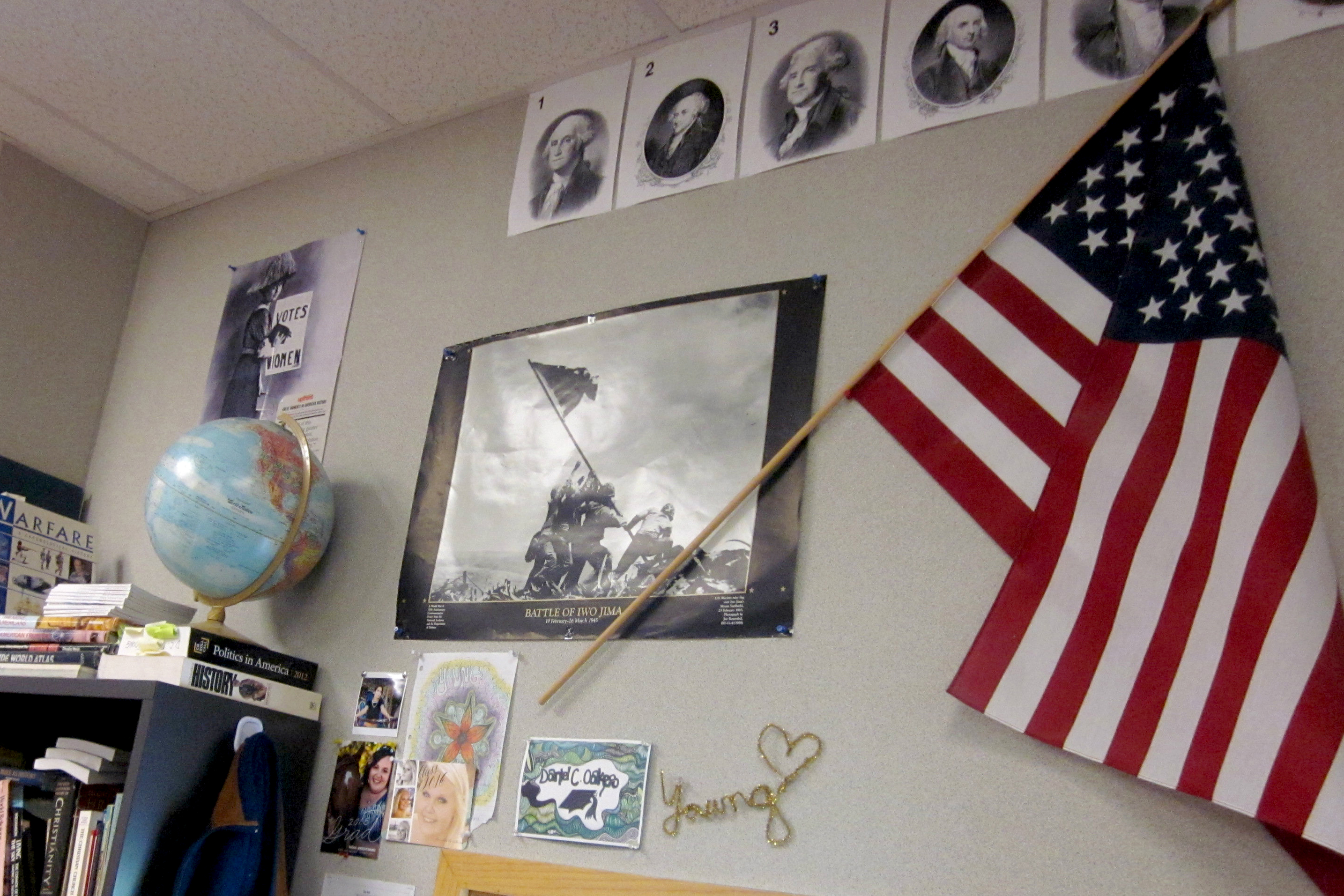 Photo: Retiring teacher | Colorful walls
