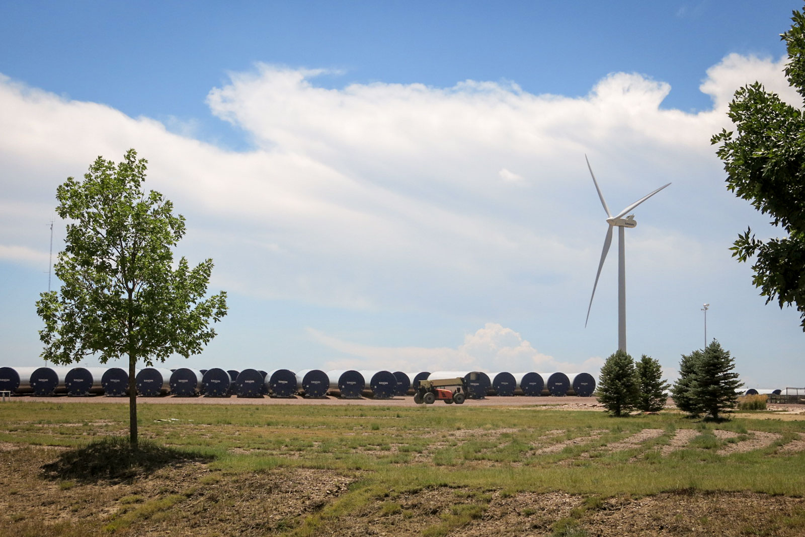 Photo: Pueblo Green Energy 2 | Vestas Towers Plant And Turbine - GHood