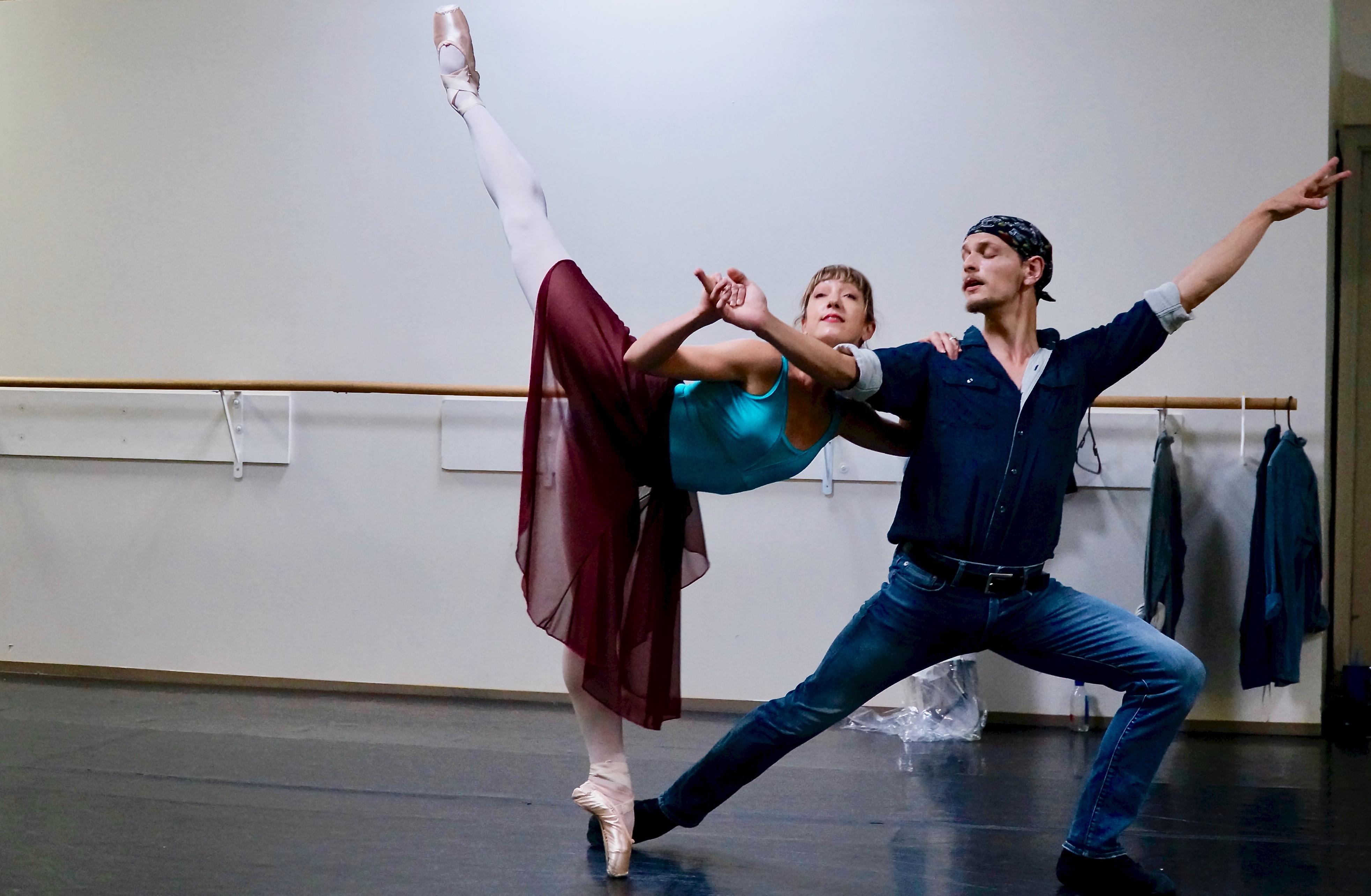 Photo: Ballet Ariel, Molly Brown Ballet, Penché
