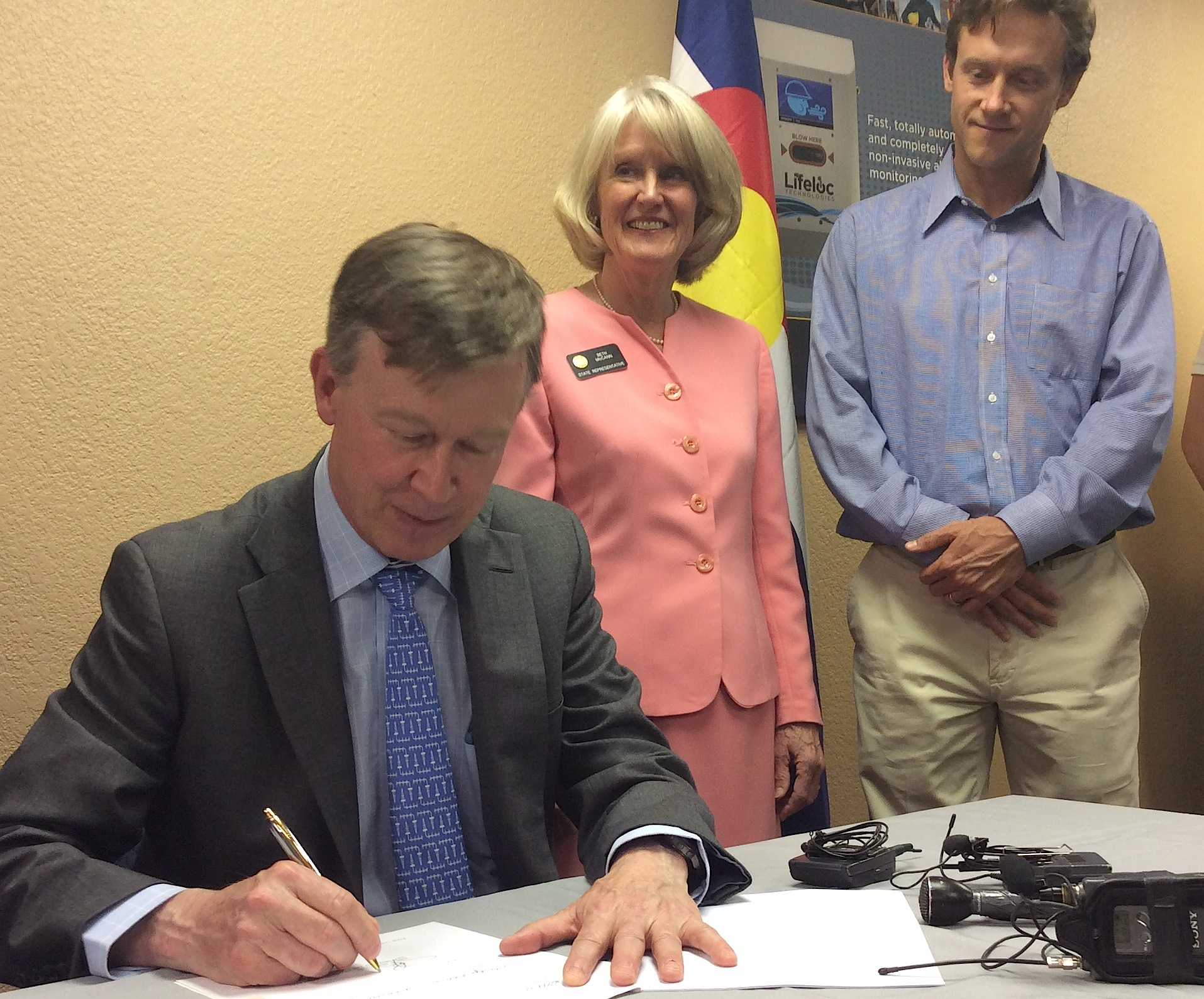 Photo: Hickenlooper Signs Repeat DUI Offender Bill (Vela)