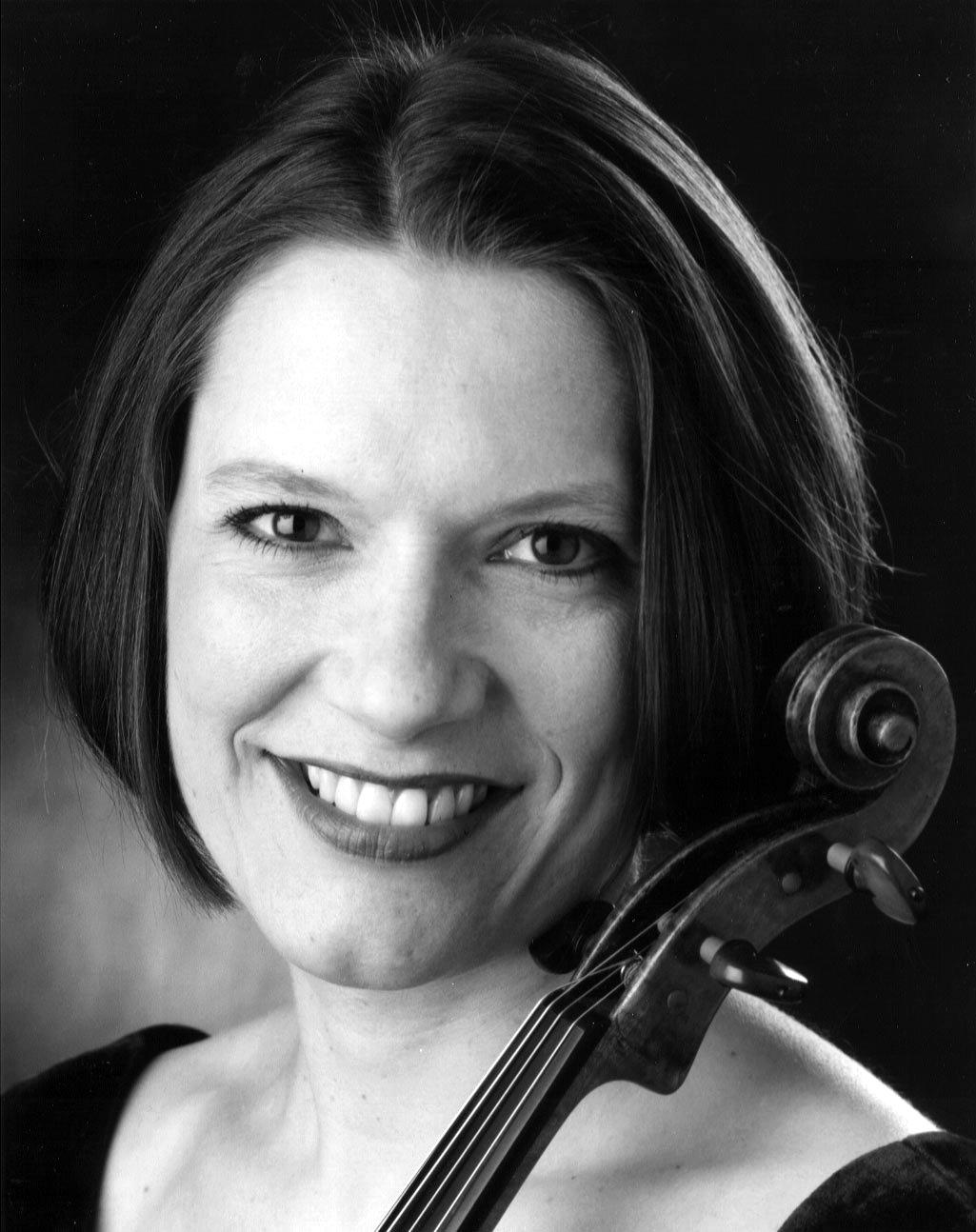 Photo: Erika Eckert, viola (vertical)
