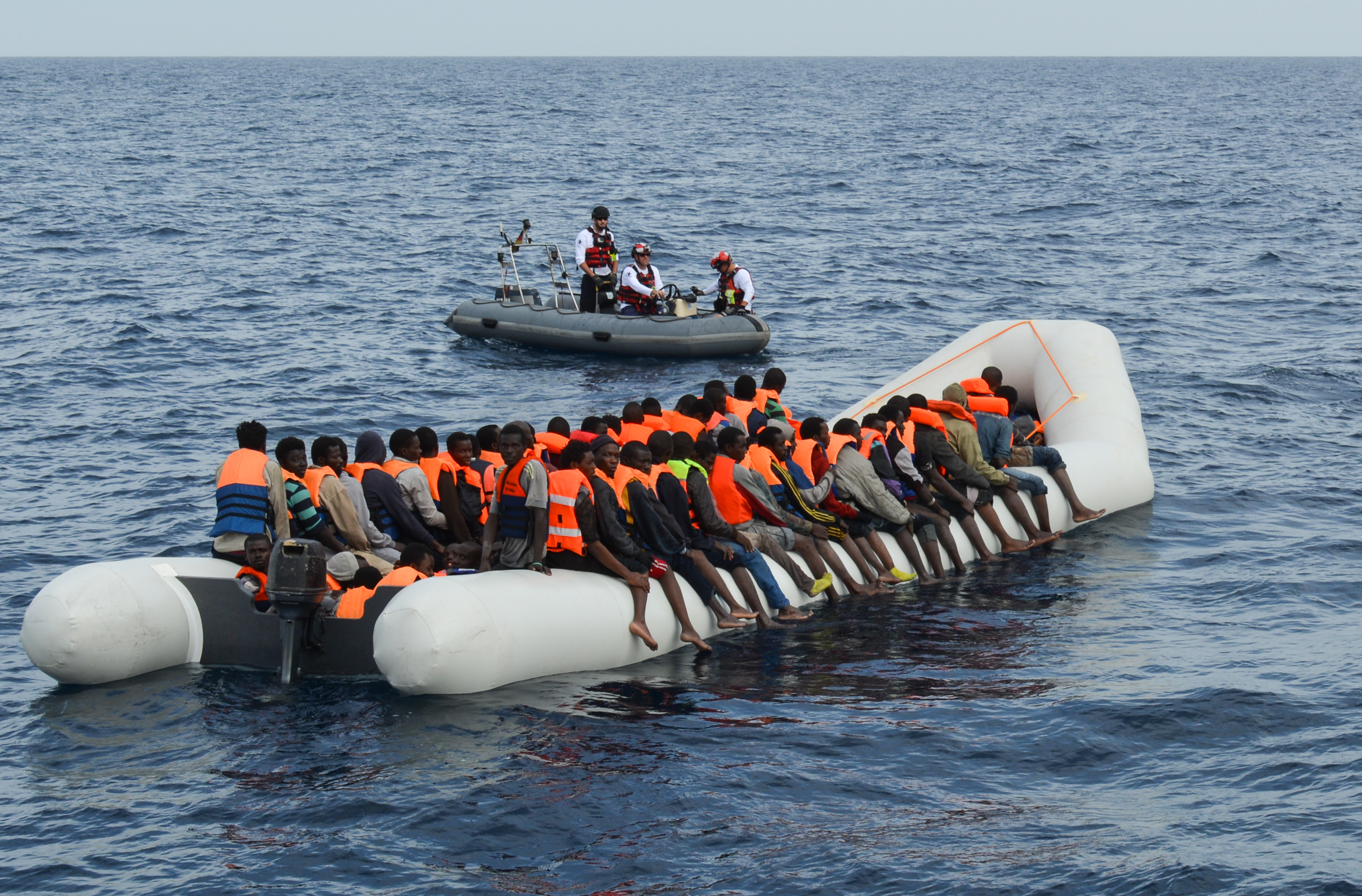 Photo: Refugees on crowded boat