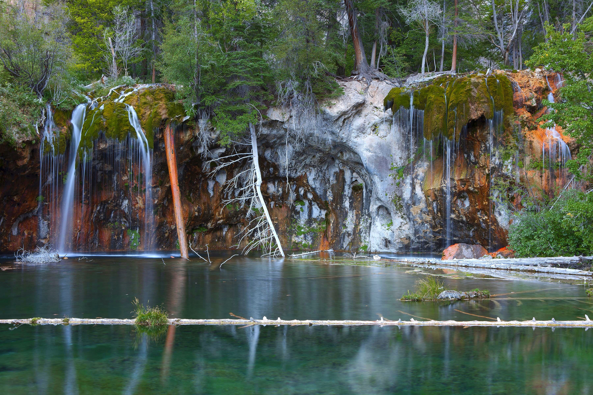 Photo: Hanging Lake, Glenwood Springs ( Flickr/CC)