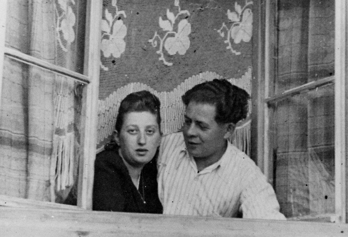 Photo: Holocaust survivors Fanny and Zesa Starr