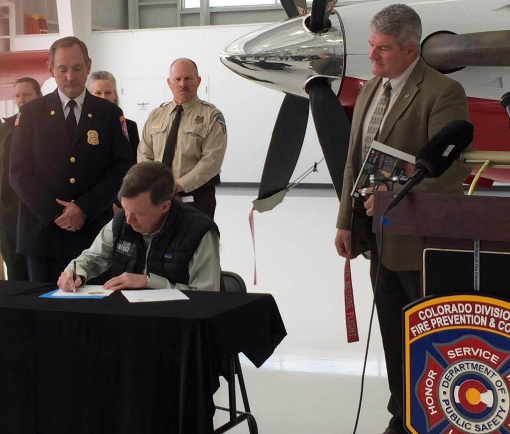 Photo: 2015 Wildfire Outlook, Hickenlooper signs document (Heffel)