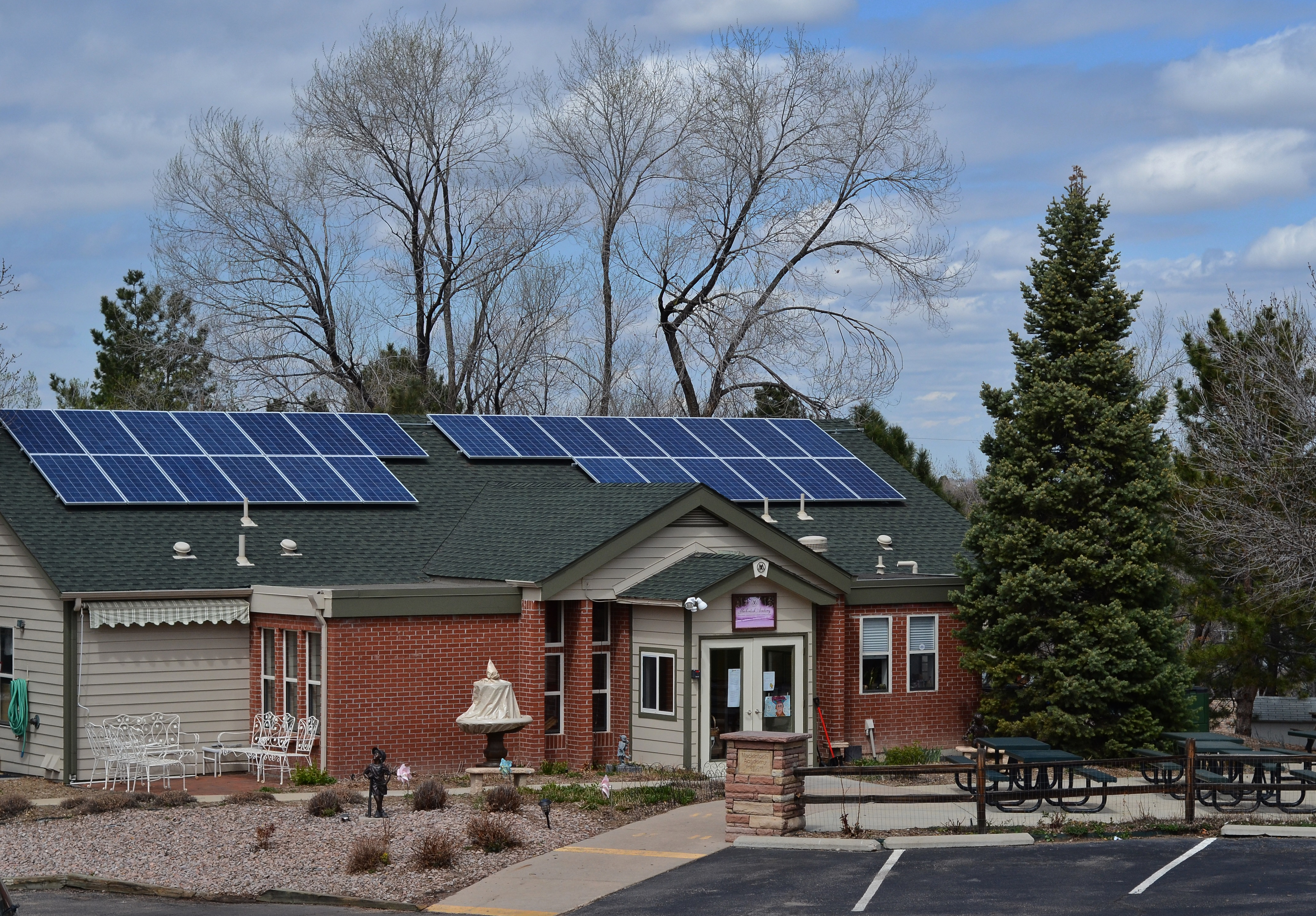Photo: Macintosh Academy solar project installed
