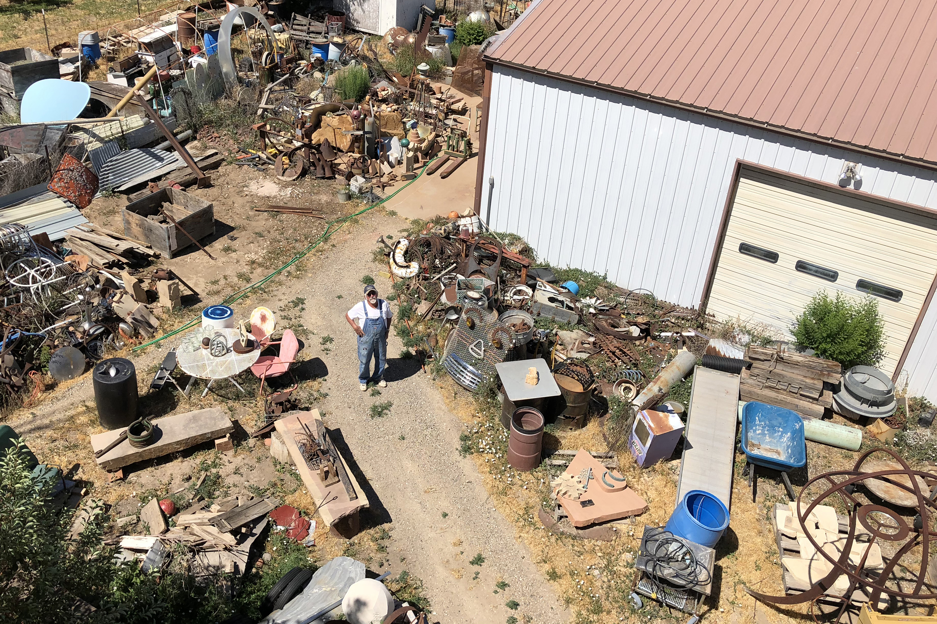 Photo: Palisade Junk Artist Lyle Nichols 3 | In His Yard