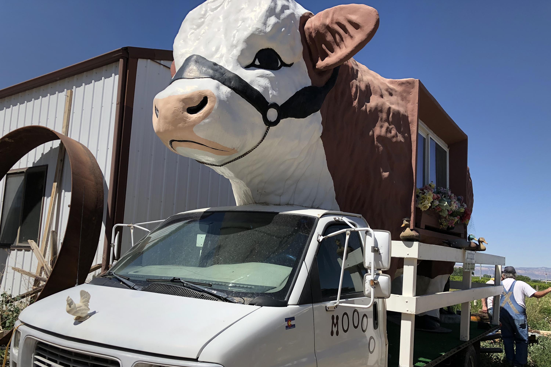 Photo: Palisade Junk Artist Lyle Nichols 7 | Cow Motorhome