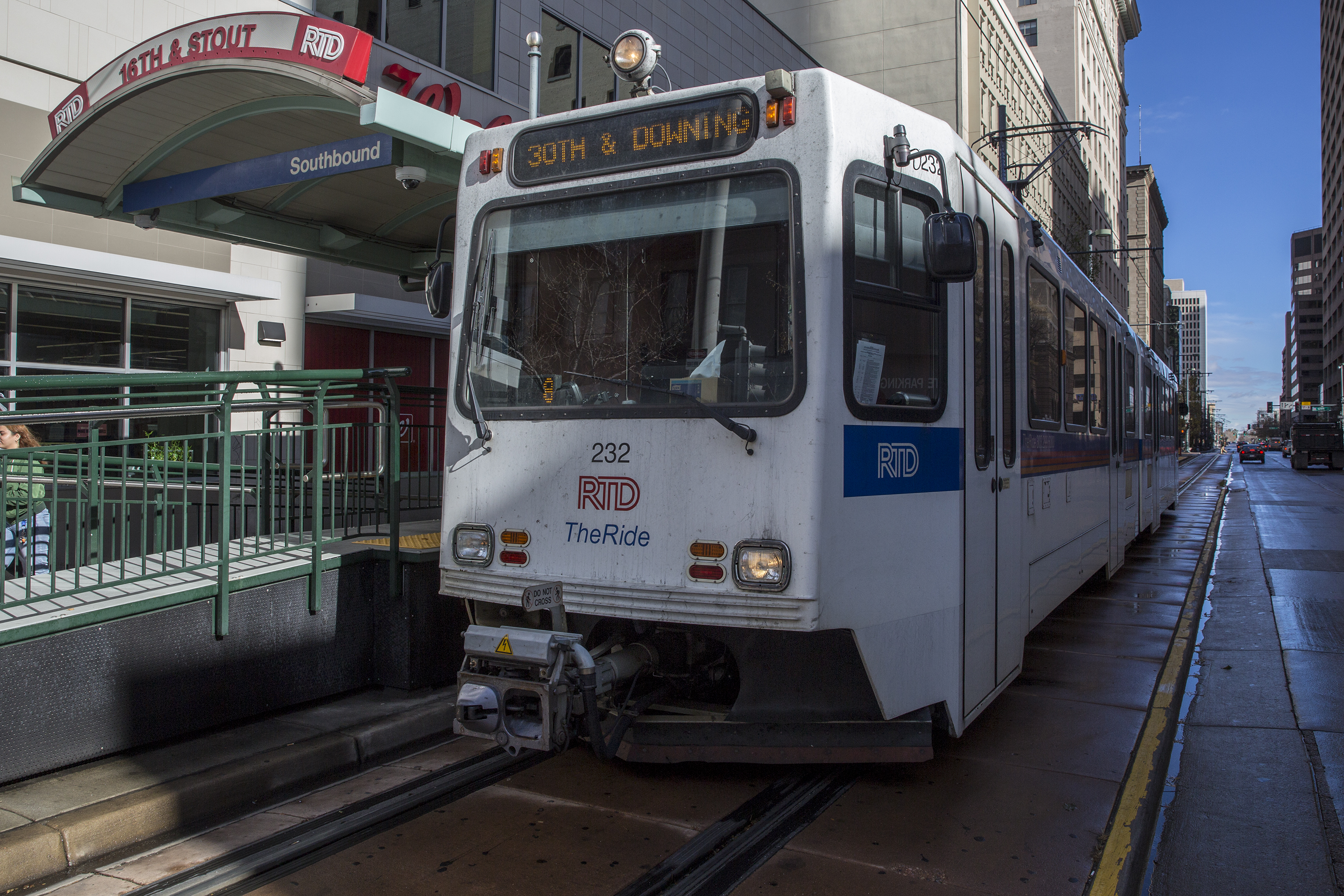 Photo: Light Rail 16th California