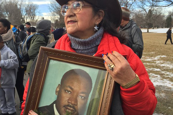 Photo: Marade 2016, Woman carries photo of MLK