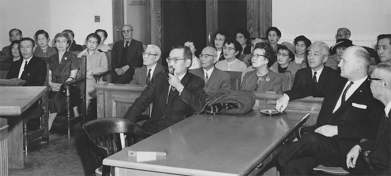 Photo: Minoru Yasui in court (1964)