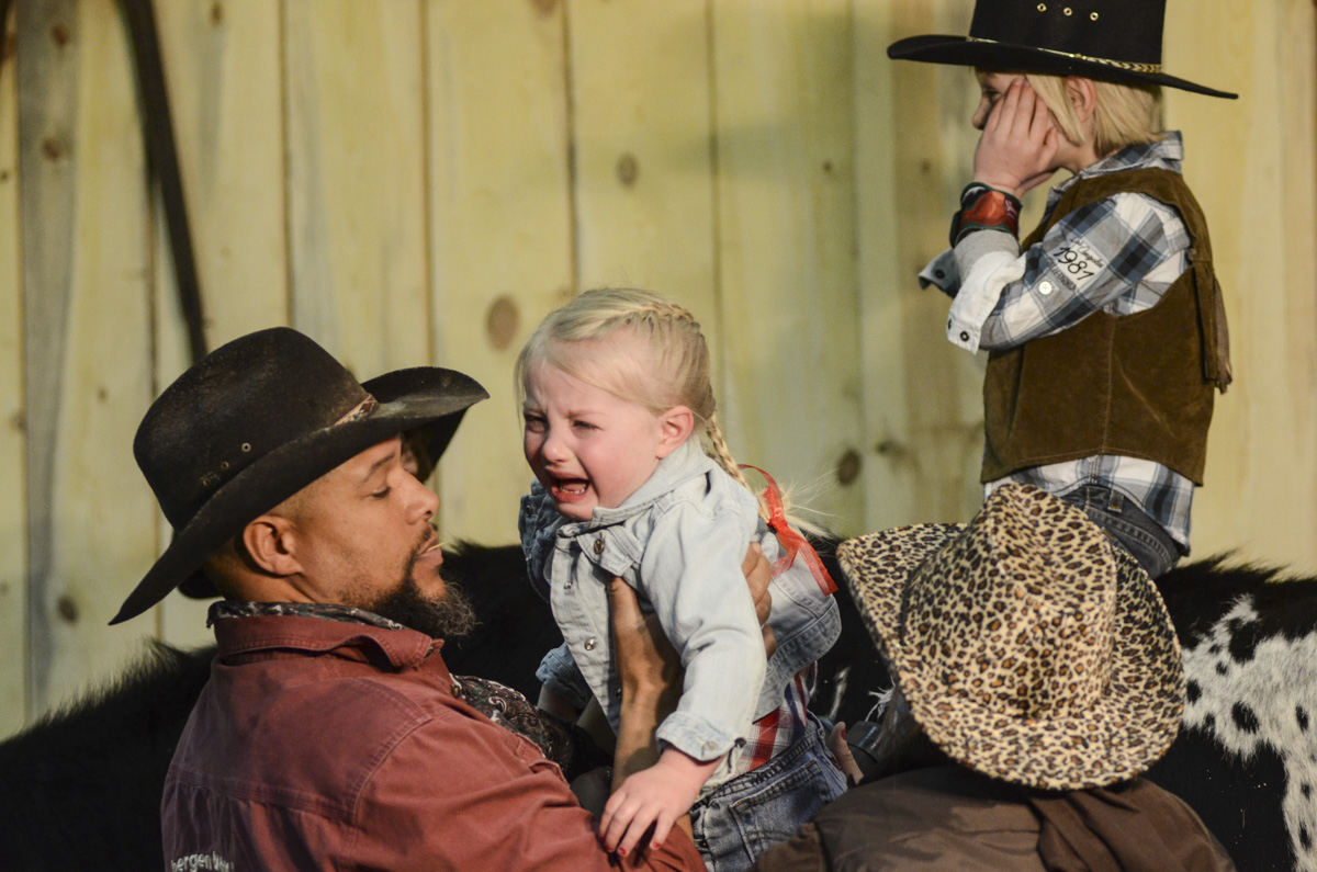 Photo: Stock Show 4 crying kid