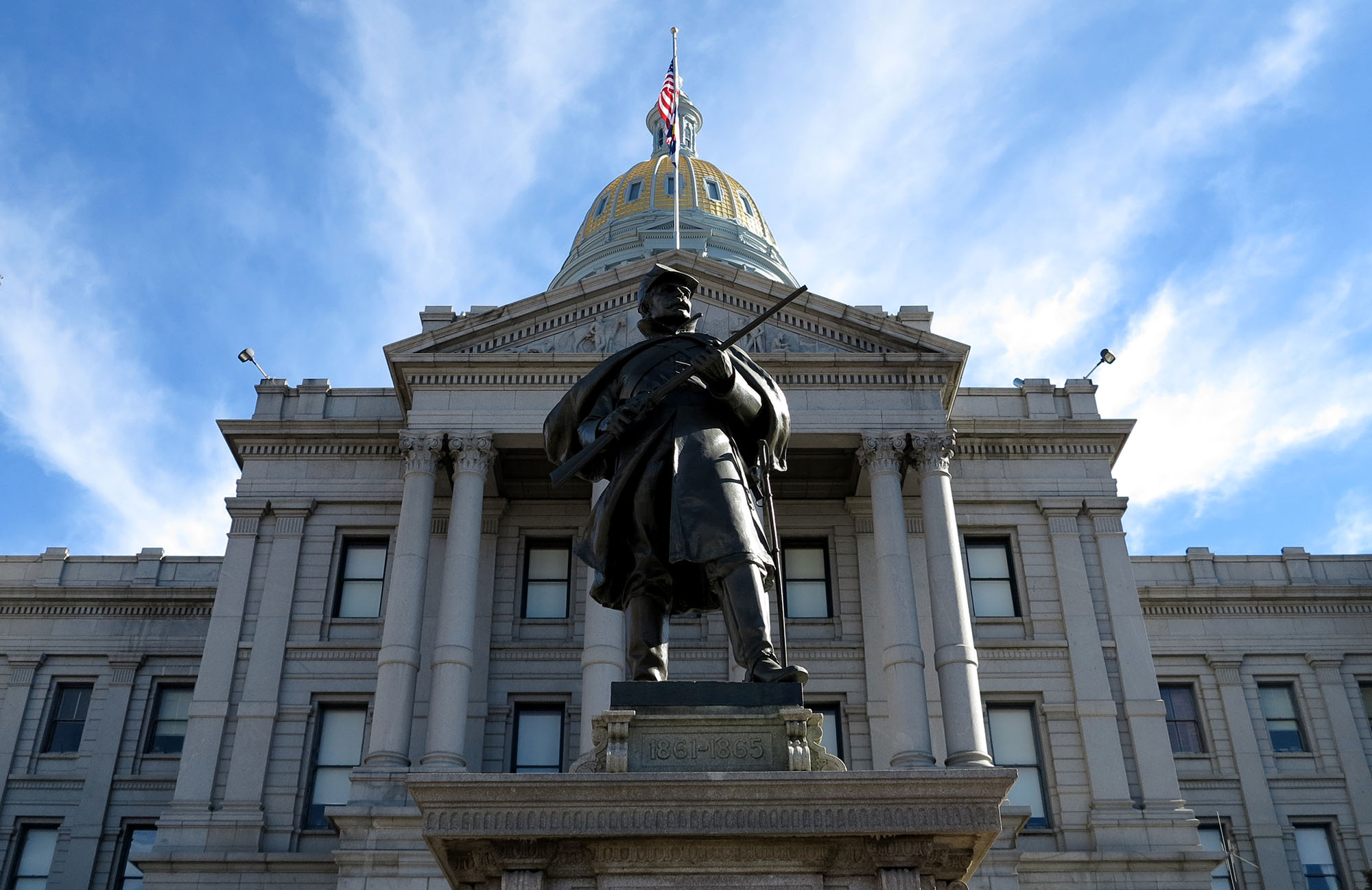 Photo: The Colorado Capitol, view from west side with statue