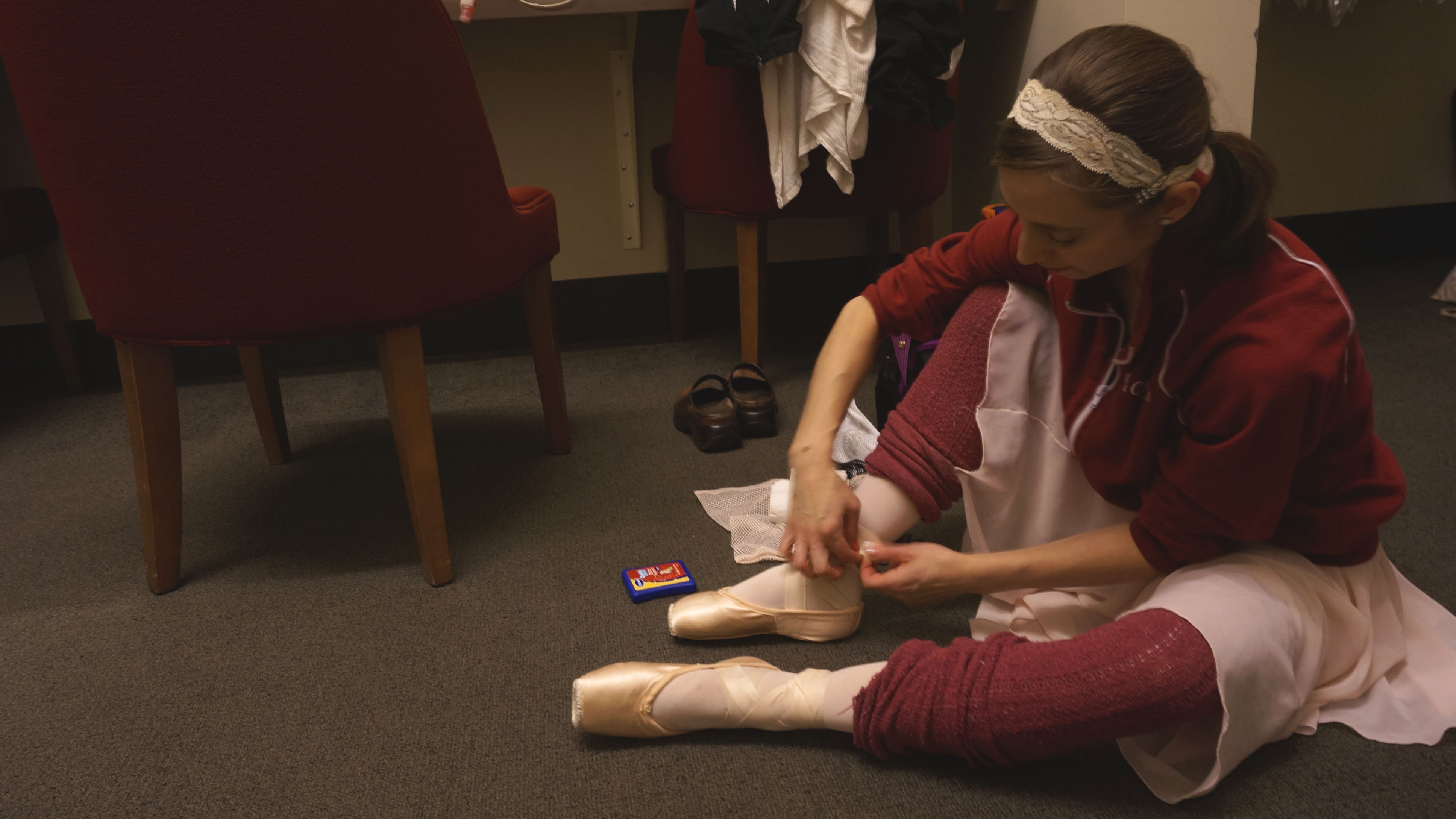 Photo: Sharon Wehner typing pointe shoe